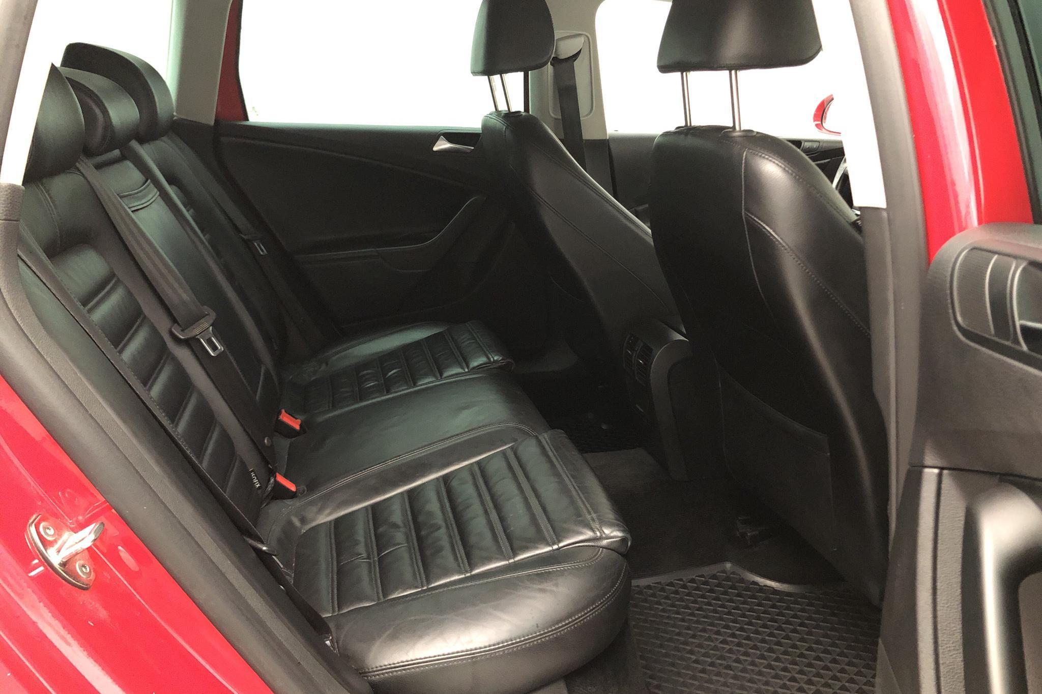 VW Passat 2.0 TDI 4-Motion Variant (170hk) - 15 322 mil - Automat - röd - 2010