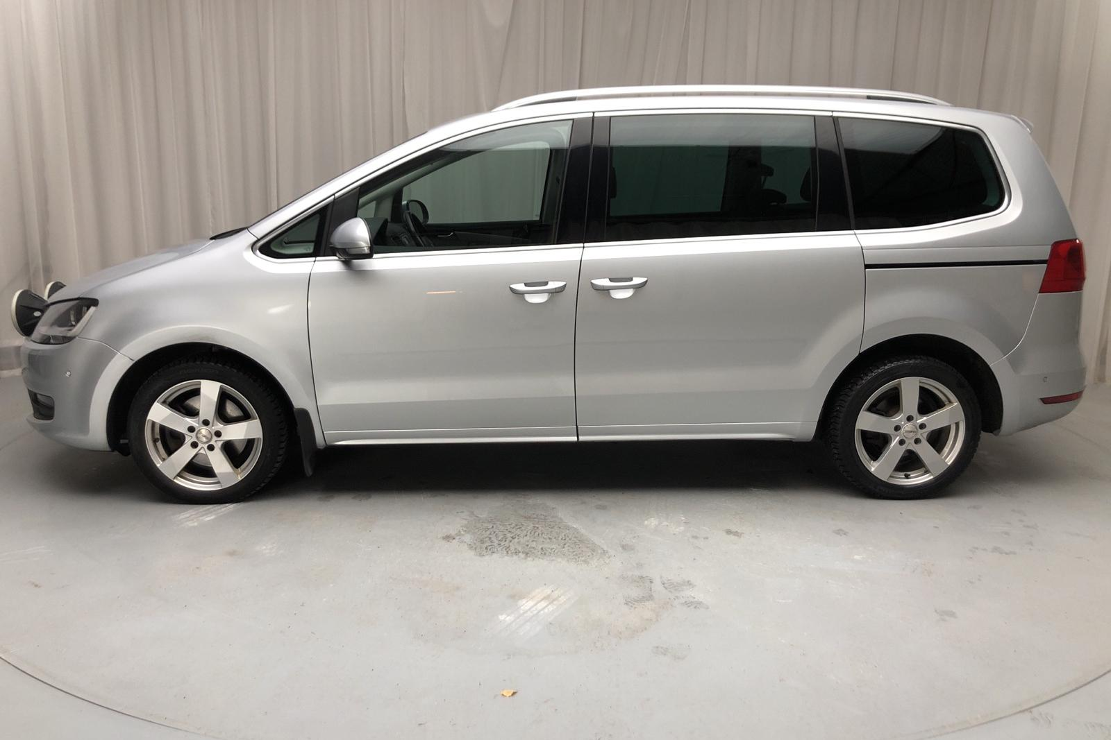 VW Sharan 2.0 TDI BlueMotion Technology 4motion (140hk) - 22 127 mil - Manuell - silver - 2014