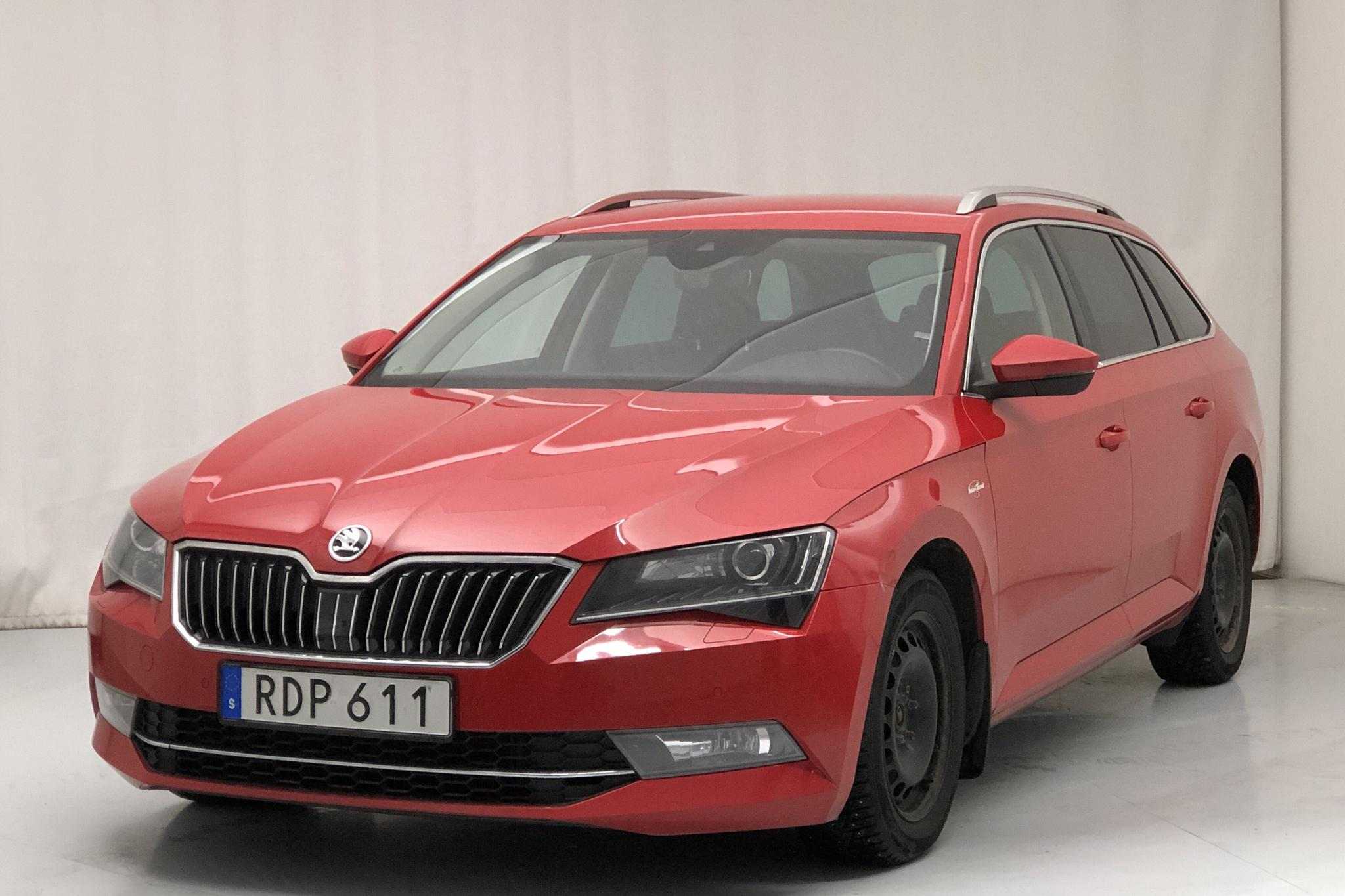 Skoda Superb 2.0 TDI 4x4 Kombi (190hk) - 12 398 mil - Automat - röd - 2016