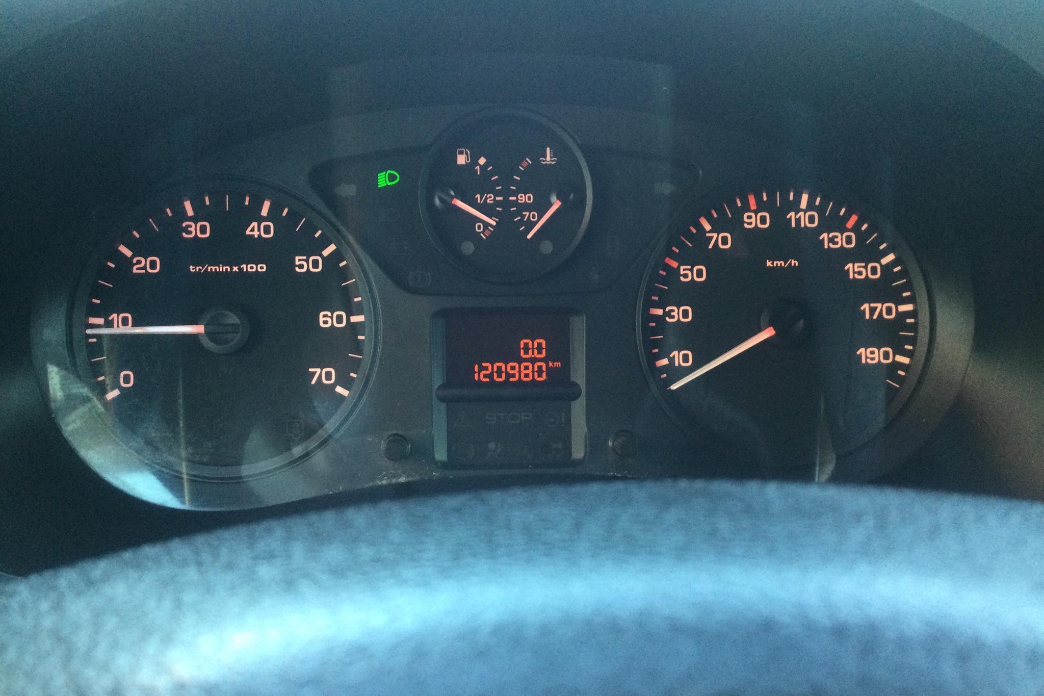 Peugeot Partner 1.6 e-HDI Skåp (90hk) - 12 098 mil - Manuell - vit - 2014