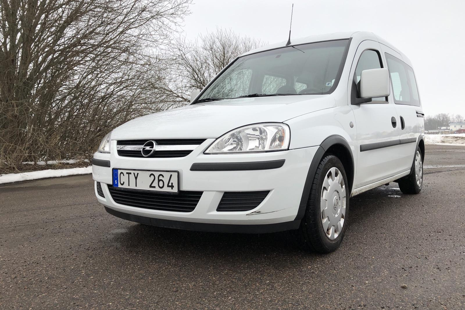 Opel Combo Tour 1.6 CNG (96hk) - 36 830 km - Manual - white - 2010