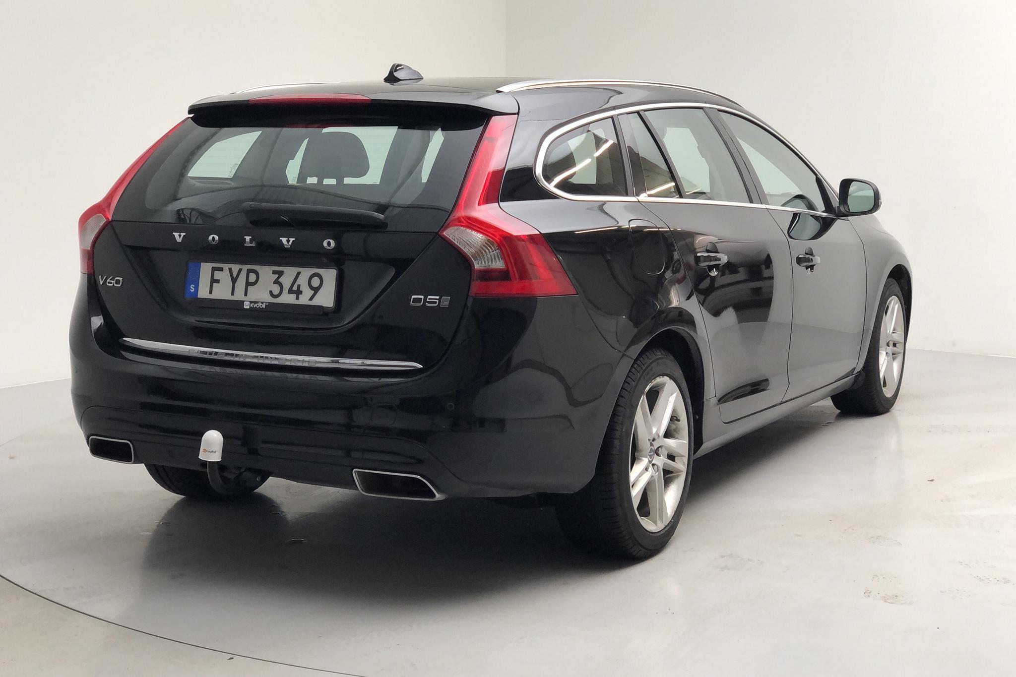 Volvo V60 D5 AWD Twin Engine (163hk) - 14 953 mil - Automat - svart - 2016