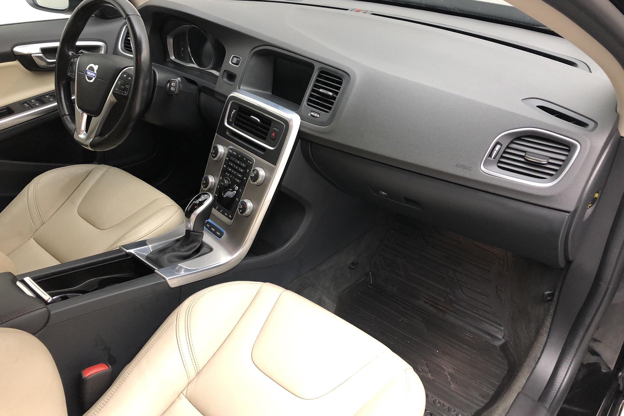 Volvo V60 D5 AWD Twin Engine (163hk) - 149 530 km - Automatic - black - 2016
