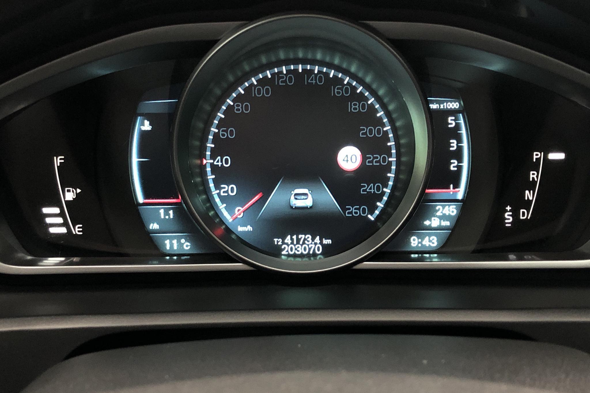 Volvo V40 D2 (115hk) - 203 090 km - Automatic - white - 2014