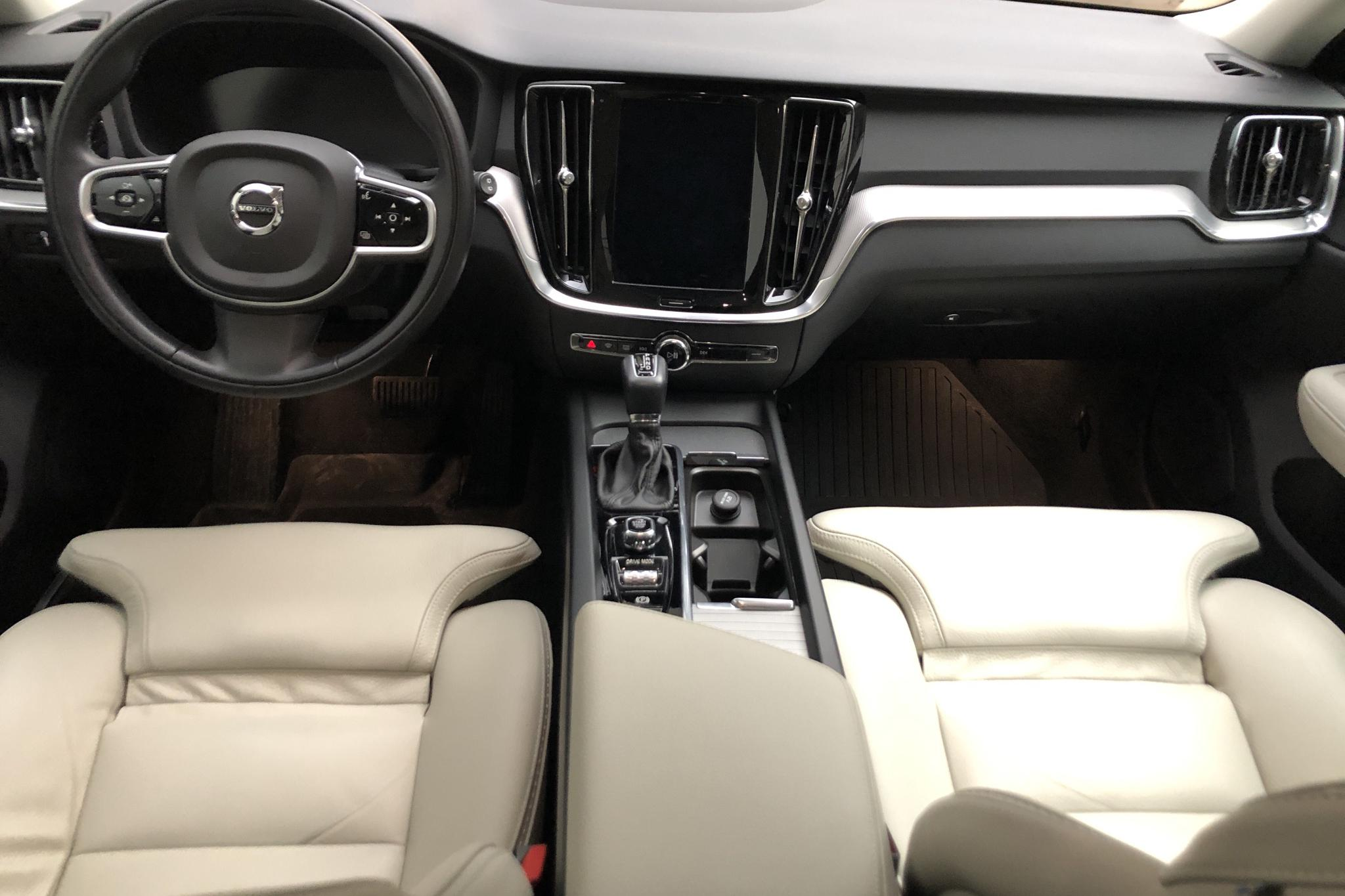 Volvo V60 D4 Cross Country AWD (190hk) - 49 400 km - Automatic - white - 2019