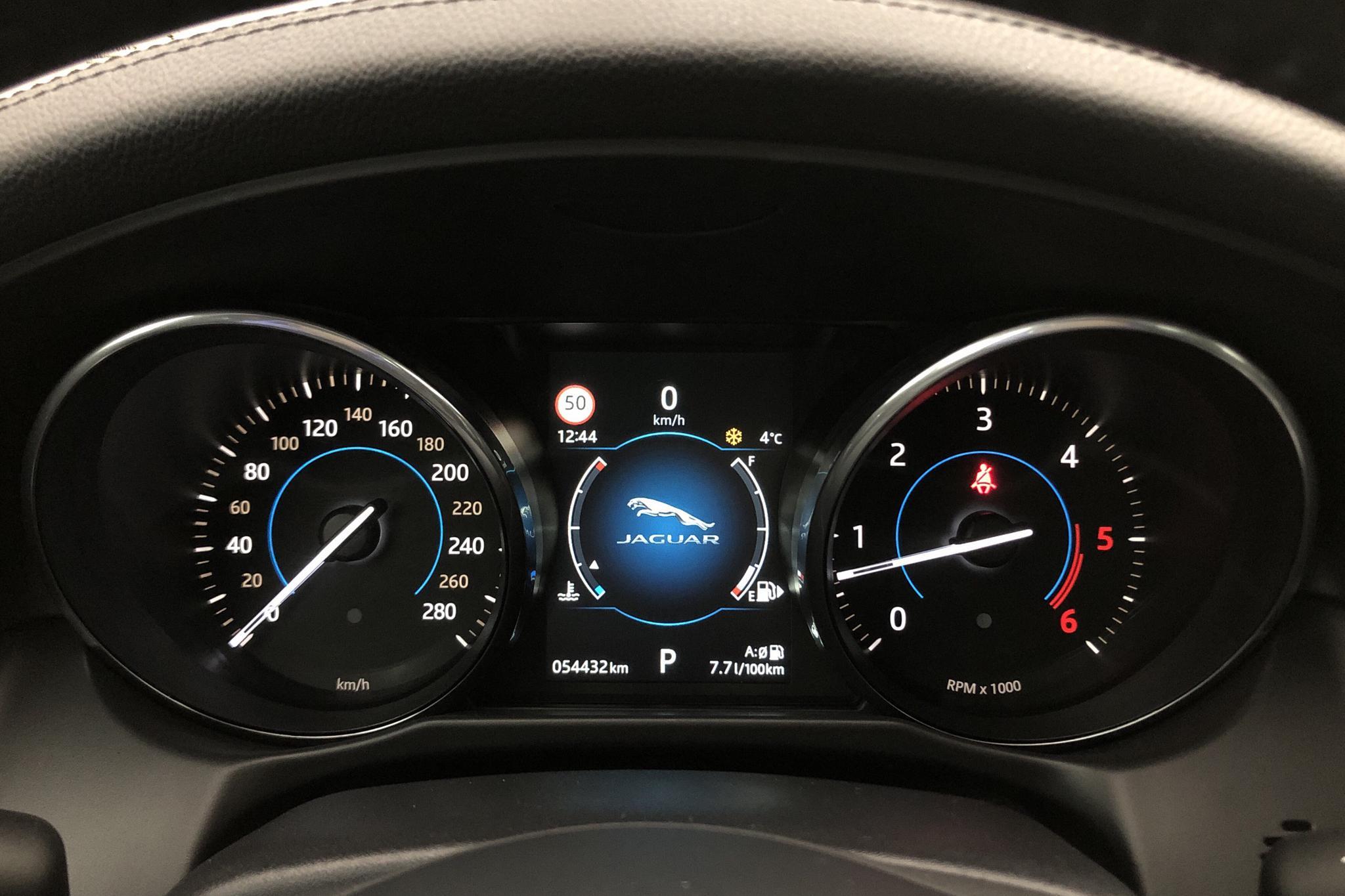 Jaguar XF 3.0D V6 Supercharged RWD (300hk) - 5 442 mil - Automat - svart - 2016