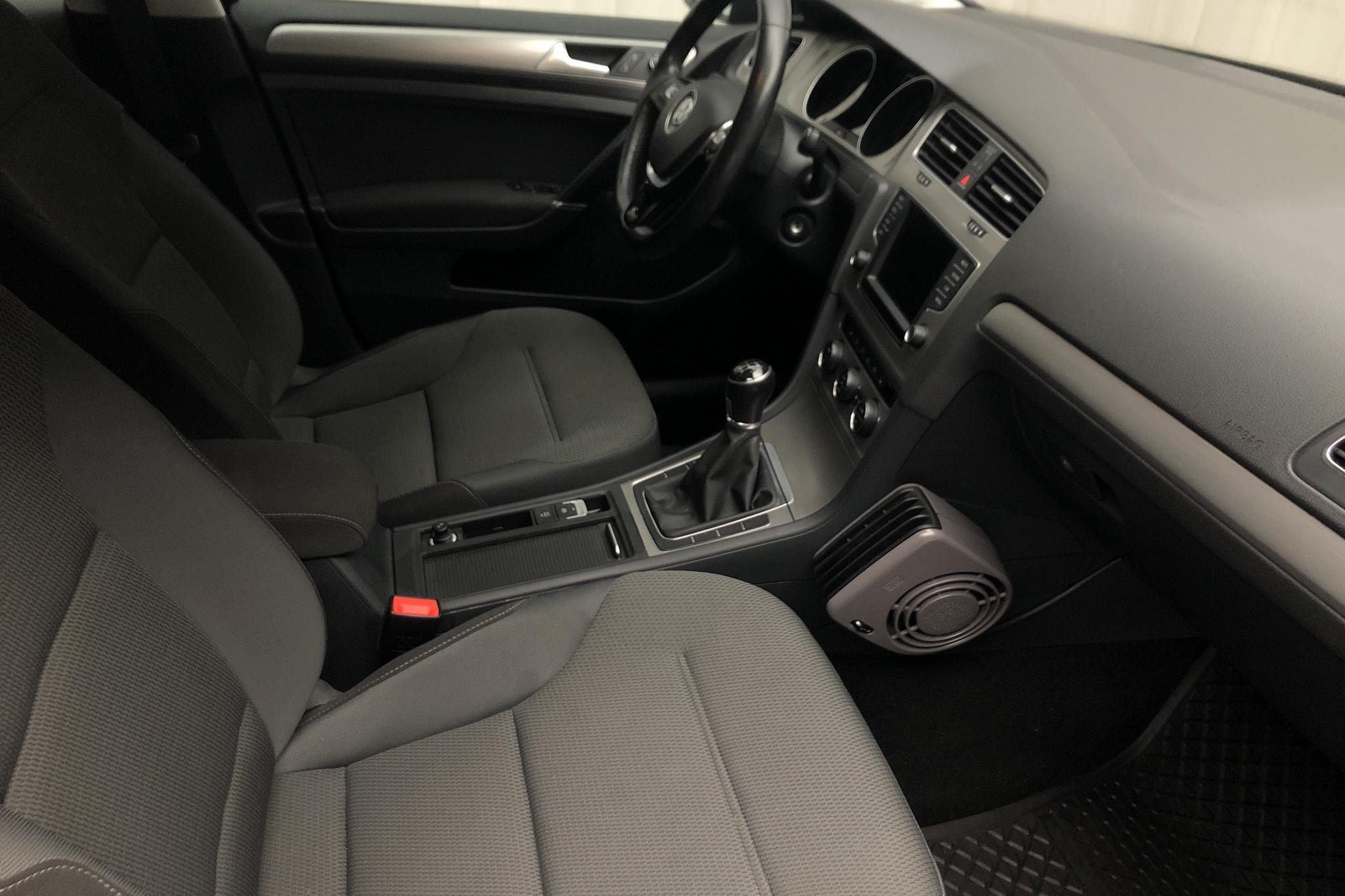 VW Golf VII 1.2 TSI 5dr (110hk) - 55 280 km - Manual - black - 2016