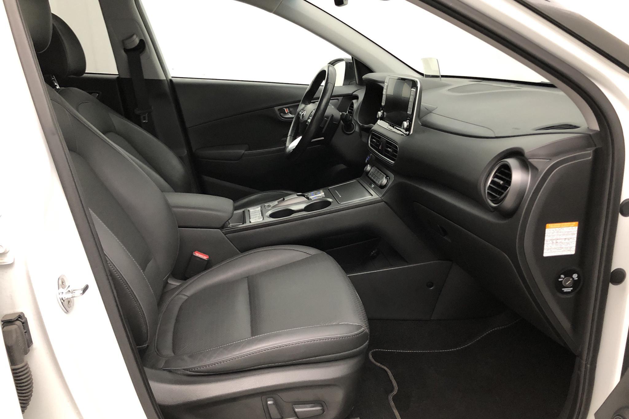 Hyundai Kona Electric Long Range 64kWh (204hk) - 40 810 km - Automatic - white - 2019
