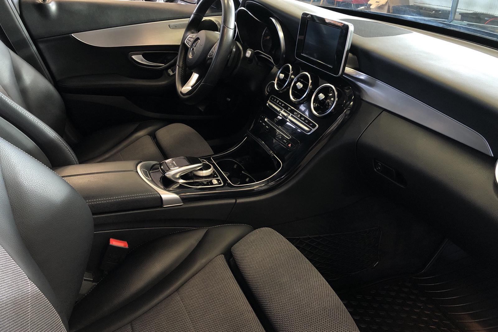 Mercedes C 220 d 4MATIC Kombi S205 (170hk) - 199 520 km - Automatic - black - 2018