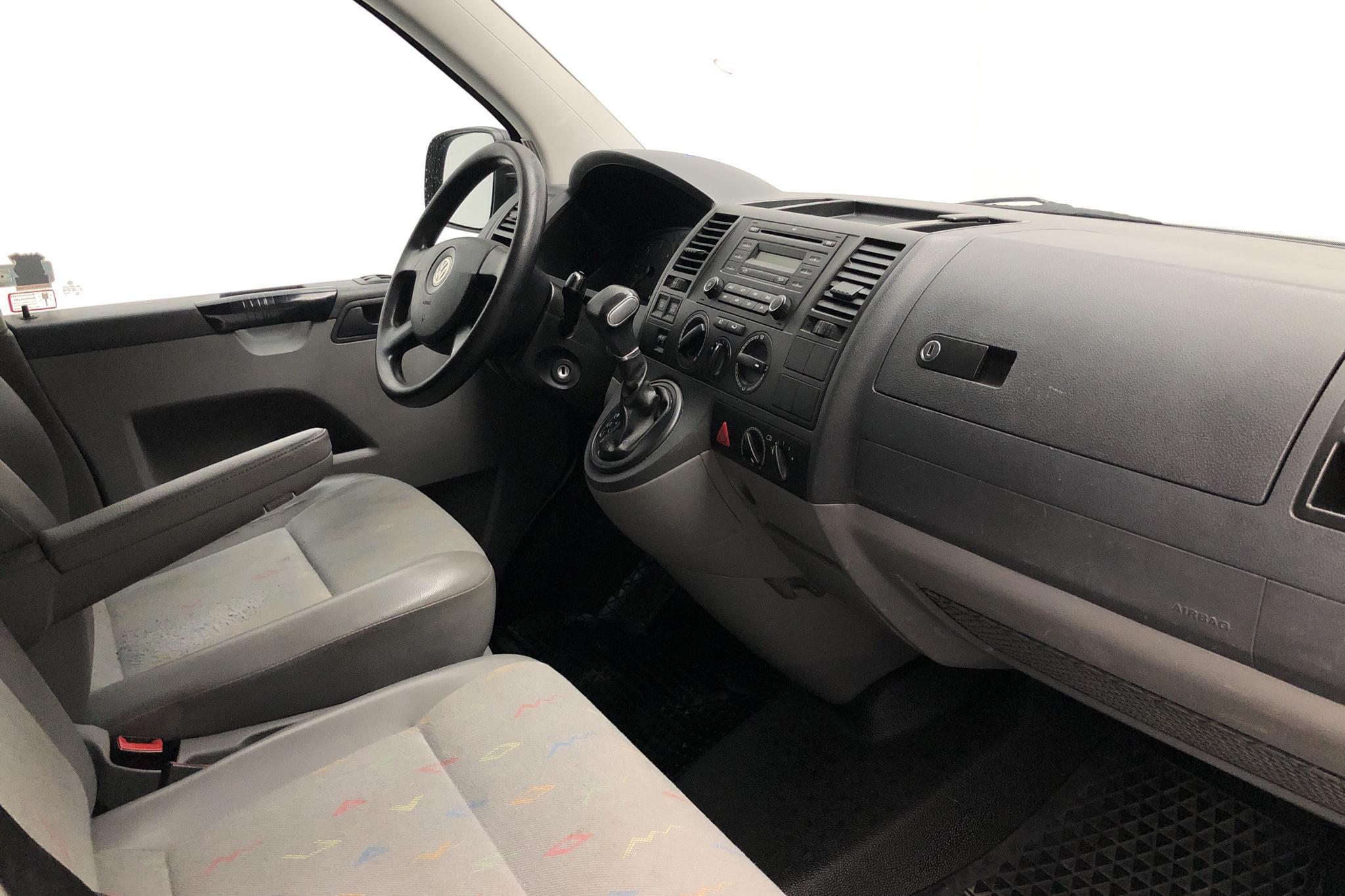 VW Transporter T5 2.5 TDI (130hk) - 150 870 km - Automatic - white - 2008