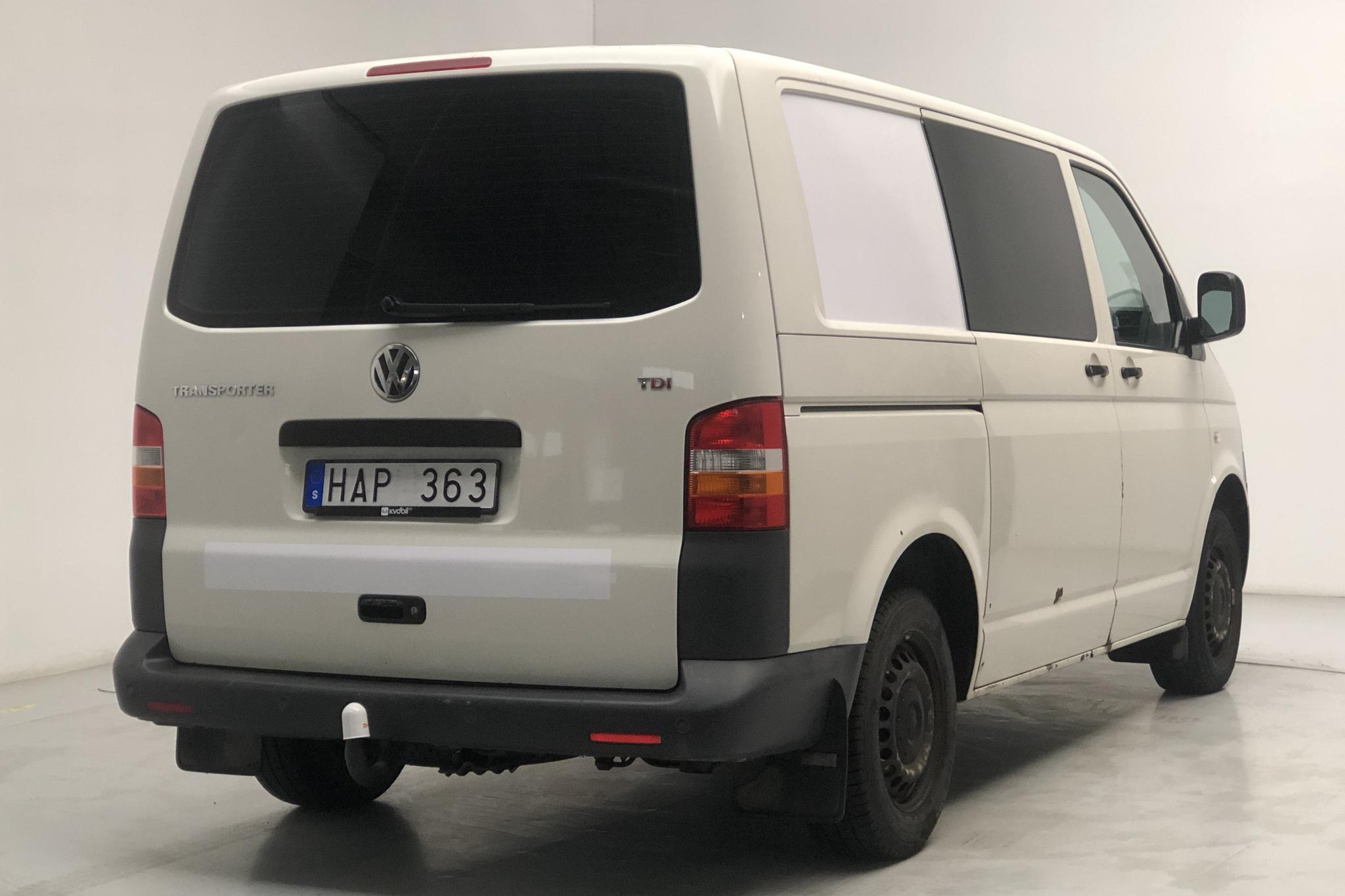 VW Transporter T5 2.5 TDI (130hk) - 156 670 km - Automatic - white - 2008