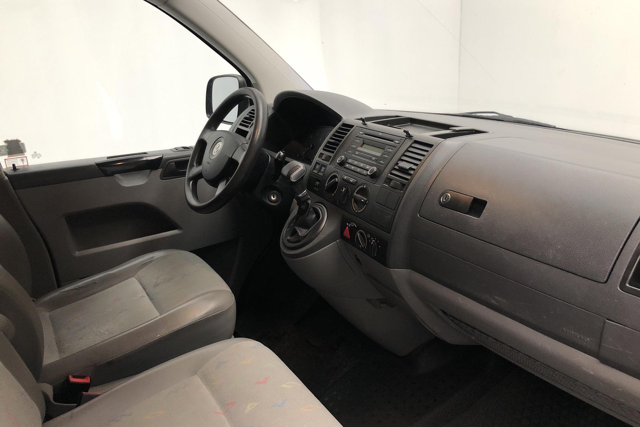 VW Transporter T5 2.5 TDI (130hk) - 15 667 mil - Automat - vit - 2008