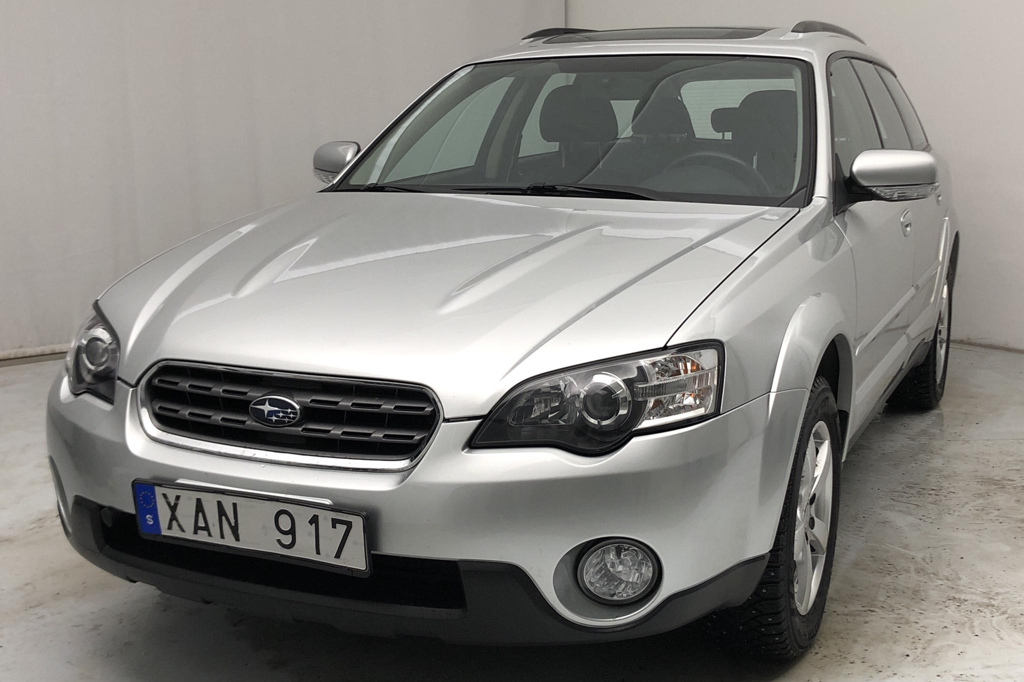 Subaru Outback 2.5i (165hk) - 8 589 mil - Automat - silver - 2006