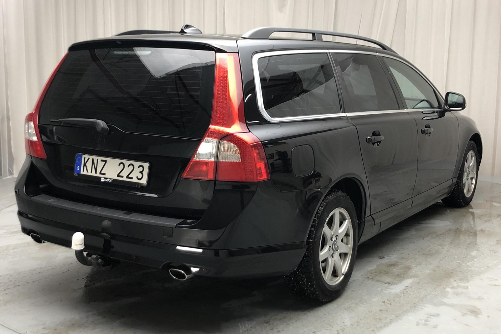 Volvo V70 II D5 (215hk) - 222 620 km - Manual - black - 2012