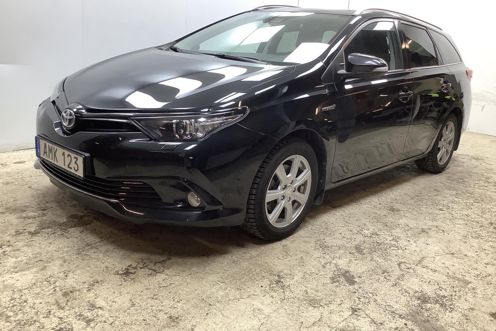 Toyota Auris 1.8 HSD Touring Sports (99hk) - 6 103 mil - Automat - svart - 2018