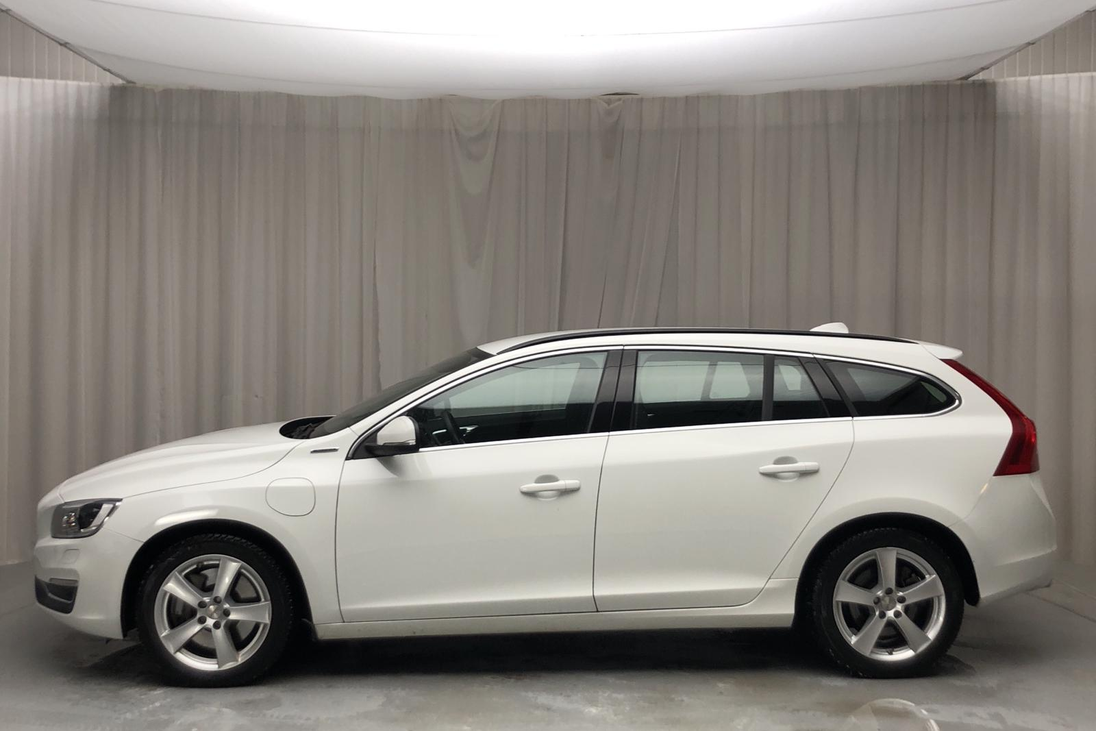 Volvo V60 D5 AWD Twin Engine (163hk) - 38 900 km - Automatic - white - 2018