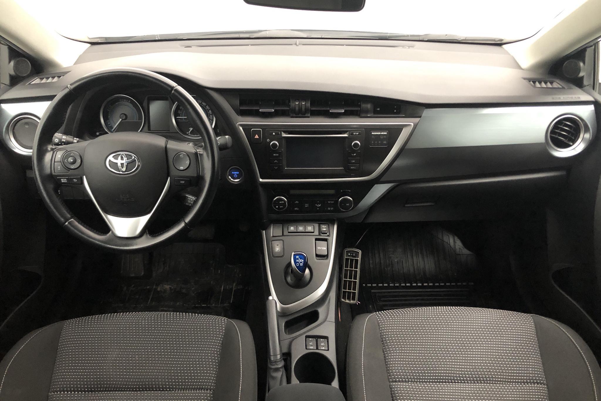 Toyota Auris 1.8 HSD Touring Sports (99hk) - 99 850 km - Automatic - Light Grey - 2014