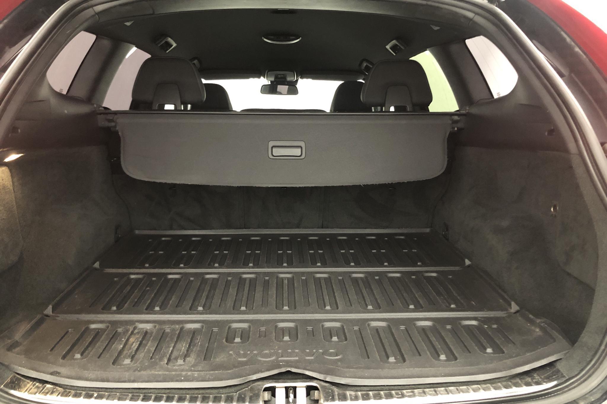 Volvo XC60 D3 2WD (136hk) - 164 930 km - Manual - black - 2014