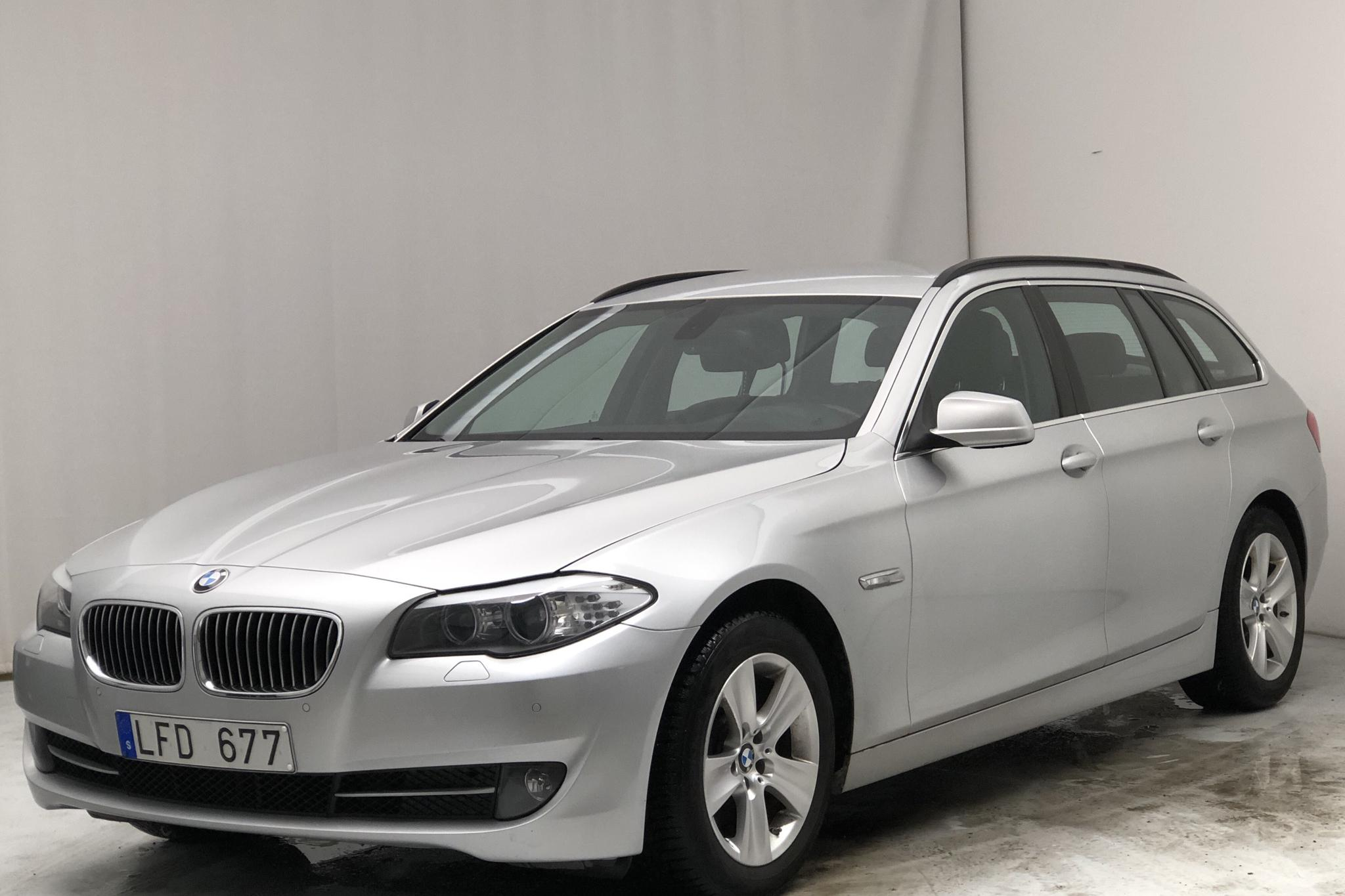 BMW 520d Touring, F11 (184hk) - 9 079 mil - Automat - Light Grey - 2012