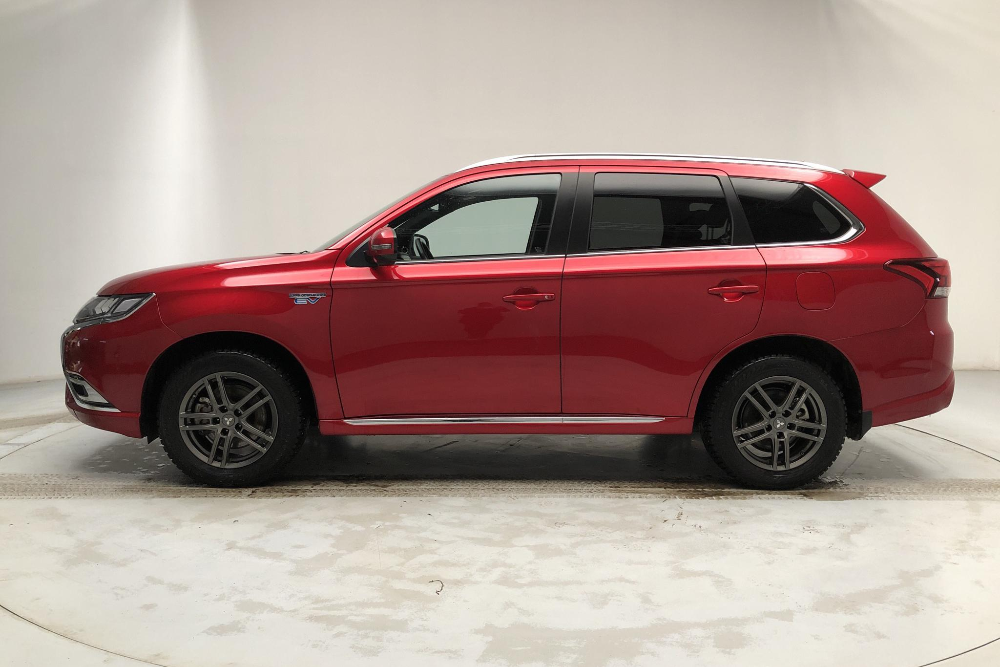 Mitsubishi Outlander 2.4 Plug-in Hybrid 4WD (136hk) - 24 990 km - Automatic - red - 2020