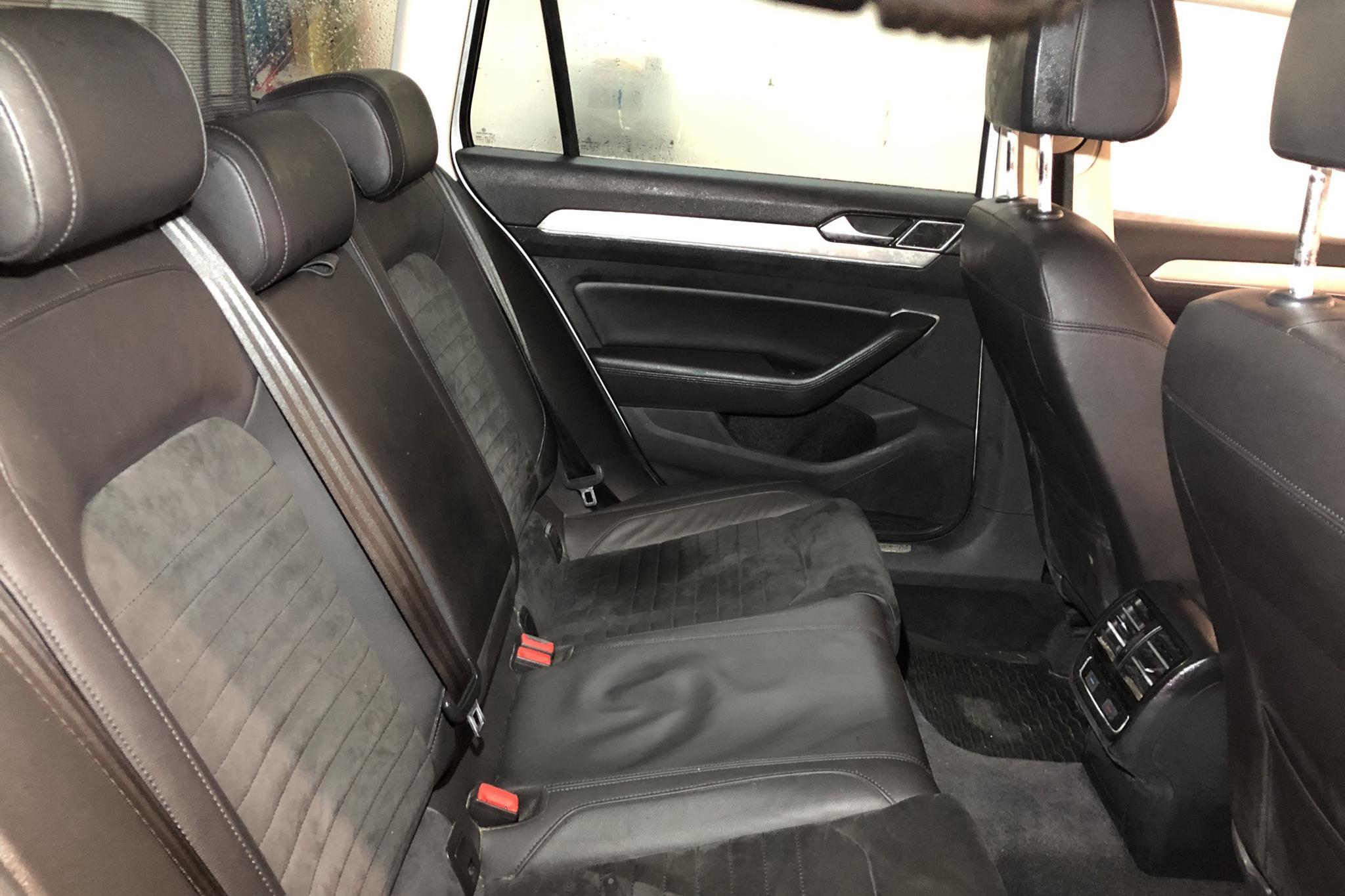 VW Passat 1.4 Plug-in-Hybrid Sportscombi (218hk) - 17 501 mil - Automat - vit - 2018