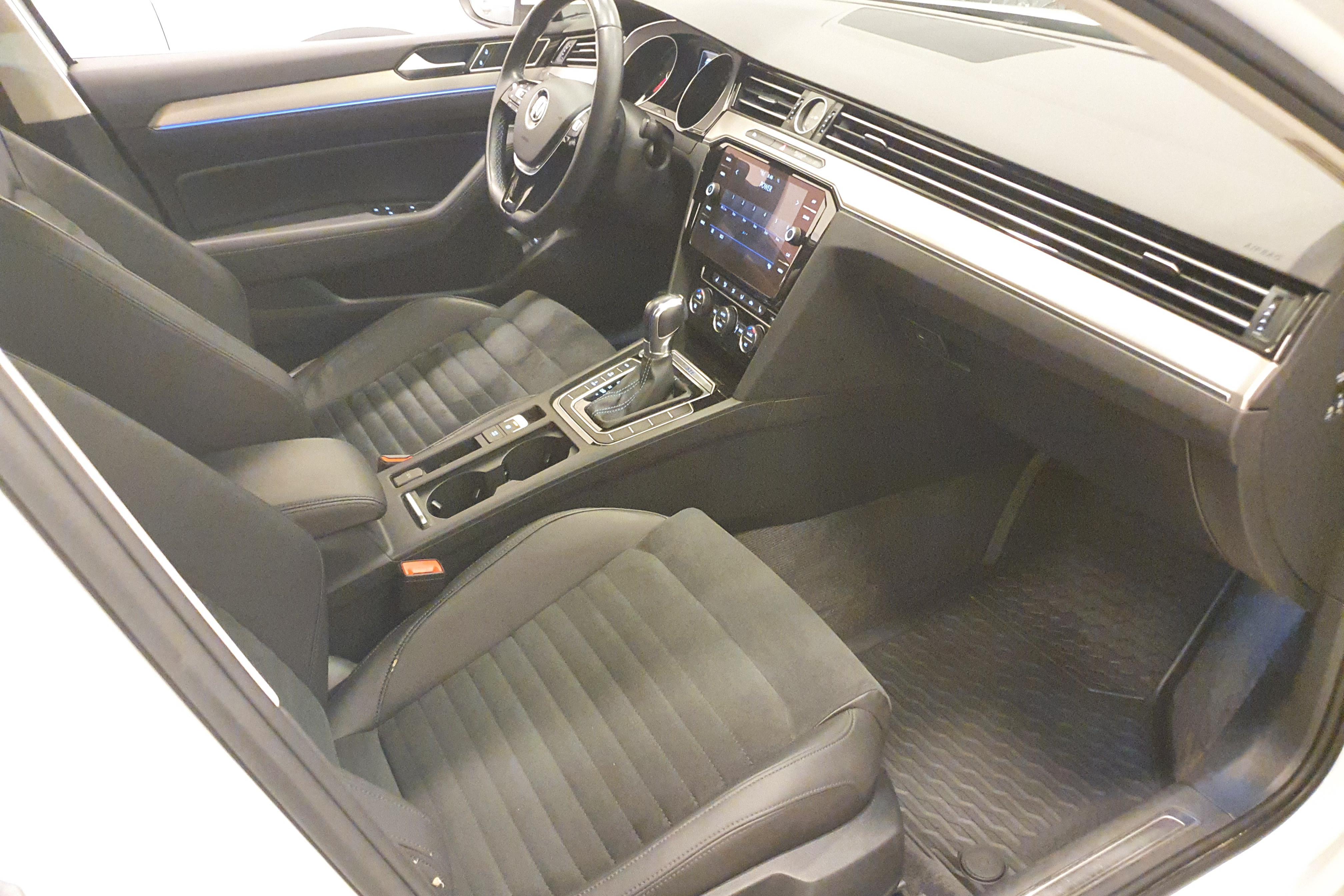 VW Passat 1.4 Plug-in-Hybrid Sportscombi (218hk) - 10 662 mil - Automat - vit - 2018