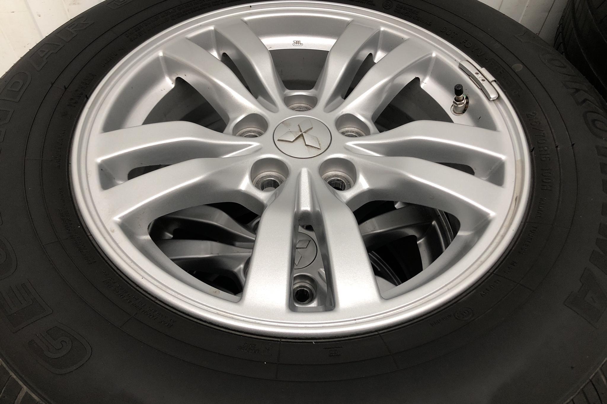 Mitsubishi Outlander 2.0 Plug-in Hybrid 4WD (121hk) - 58 470 km - Automatic - white - 2017