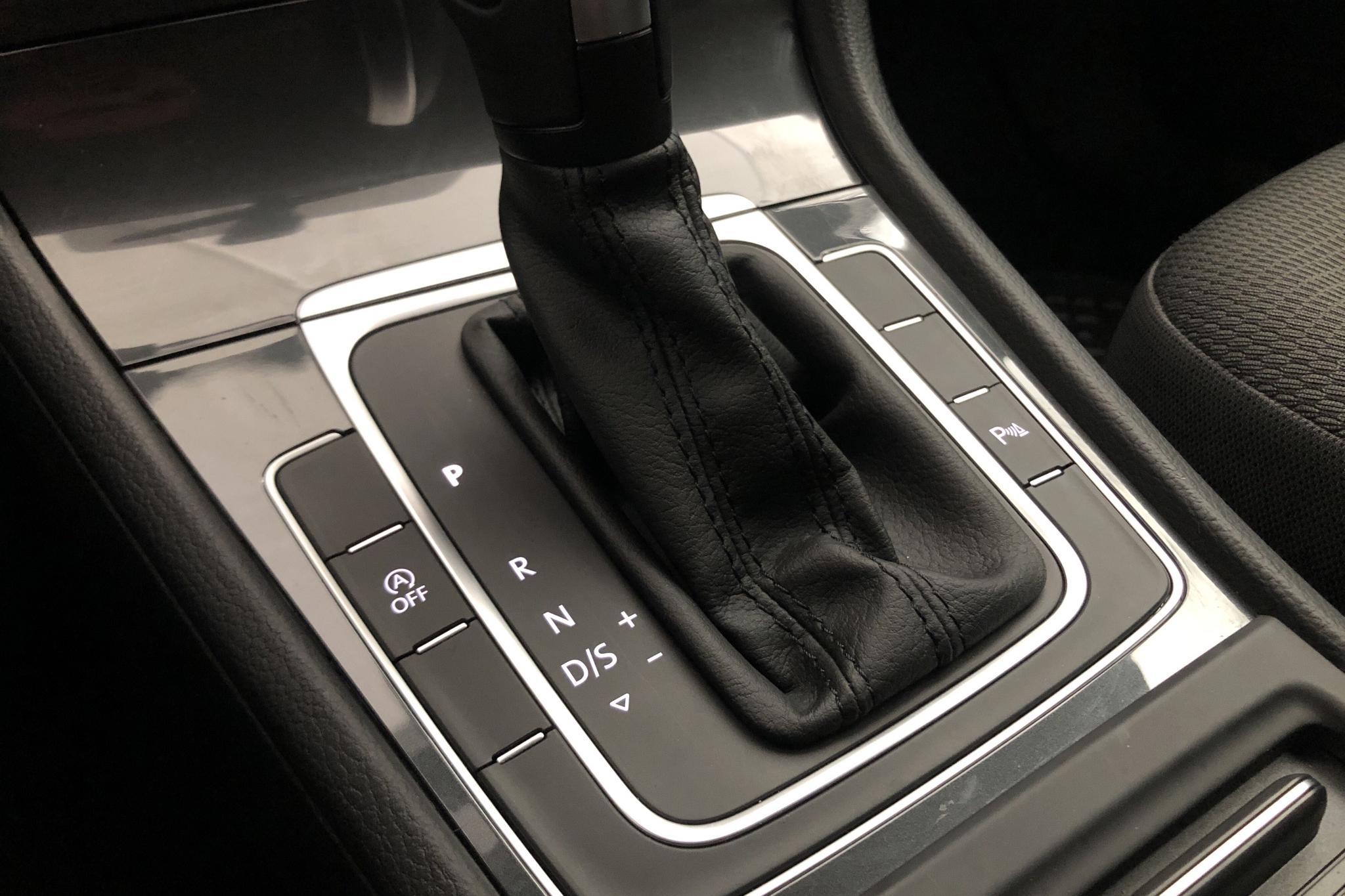 VW Golf VII 1.5 TSI Sportscombi (150hk) - 446 mil - Automat - röd - 2020
