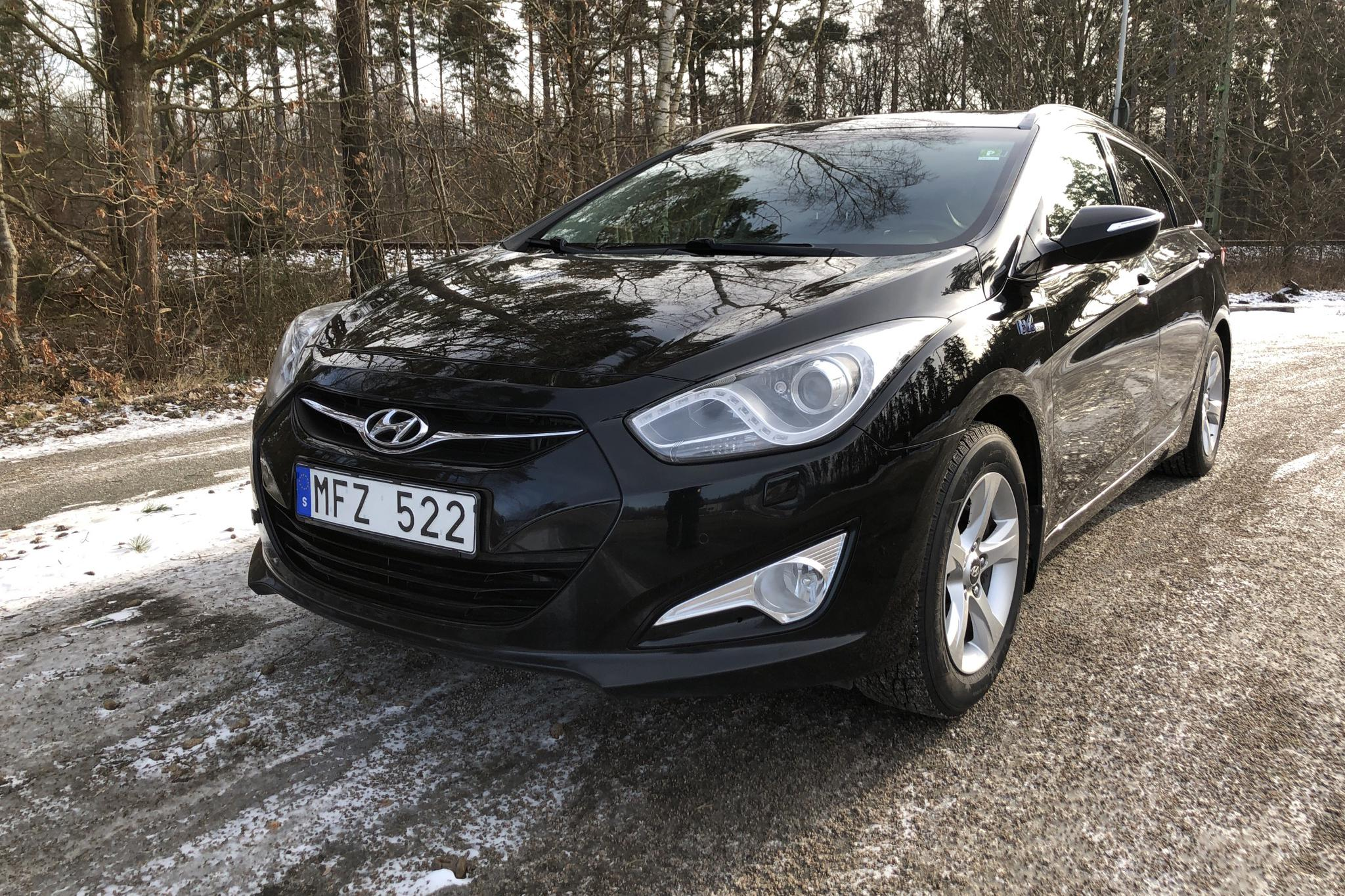 Hyundai i40 1.7 CRDi Kombi (136hk) - 179 350 km - Manual - black - 2012