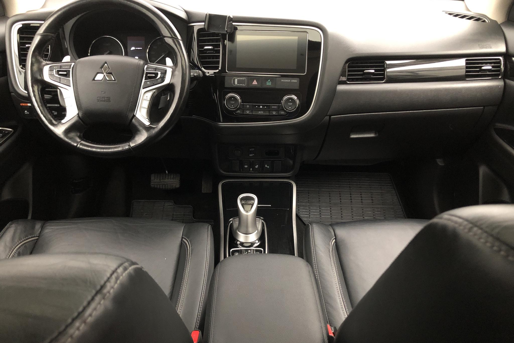 Mitsubishi Outlander 2.0 Plug-in Hybrid 4WD (121hk) - 108 390 km - Automatic - gray - 2017