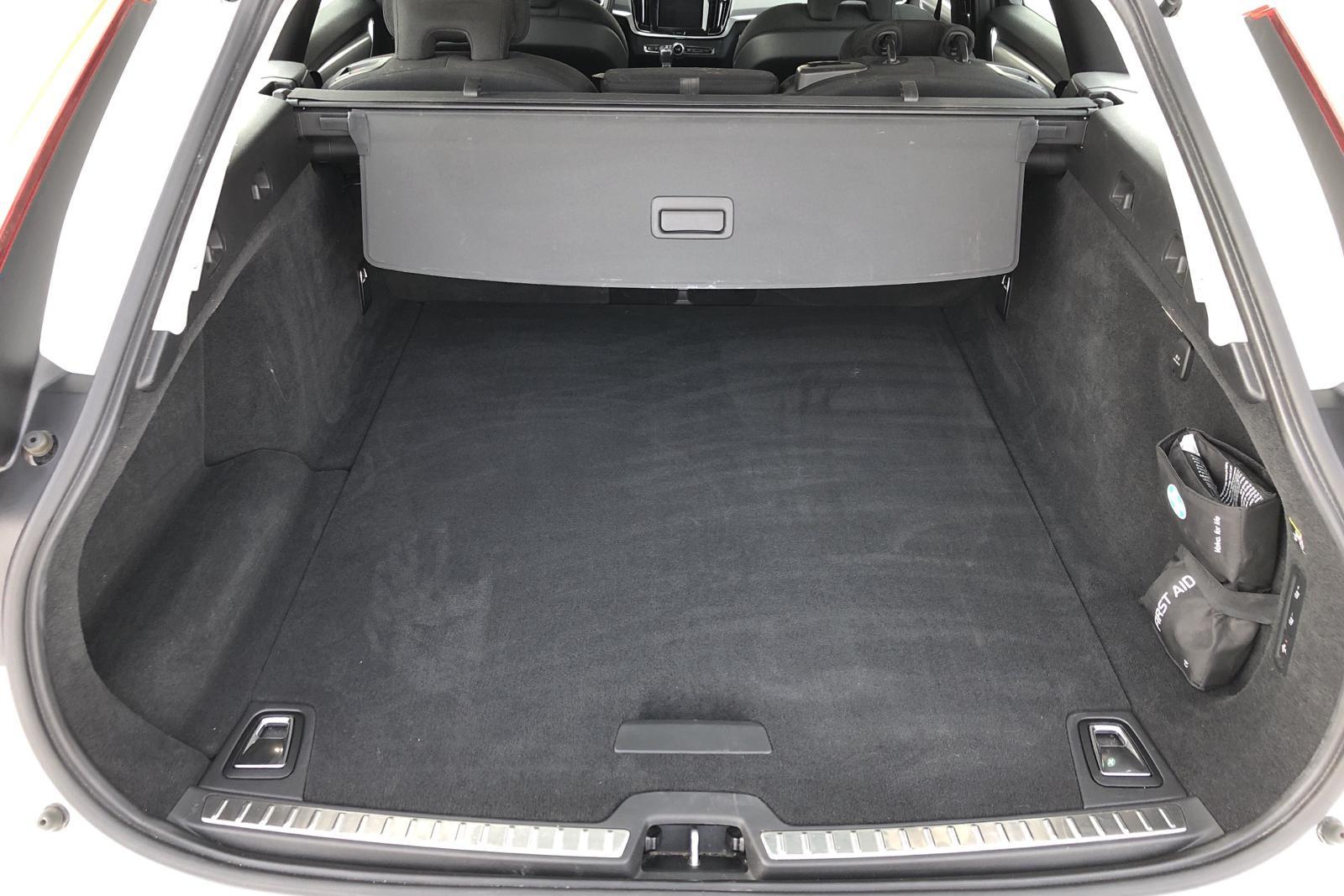 Volvo V90 T4 (190hk) - 3 767 mil - Automat - vit - 2019