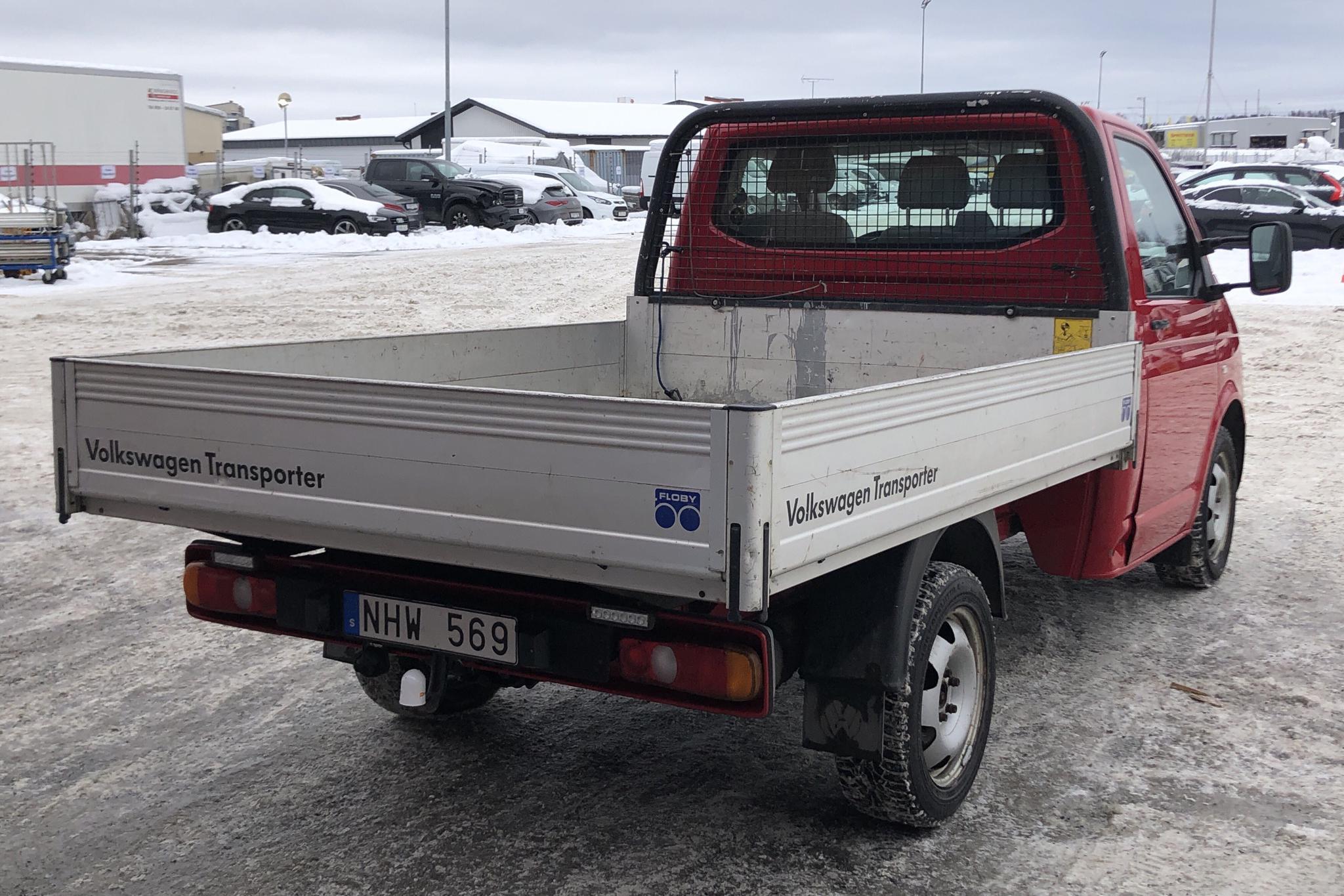 VW Transporter T5 2.0 BiTDI Pickup (180hk) - 186 020 km - Automatic - red - 2013
