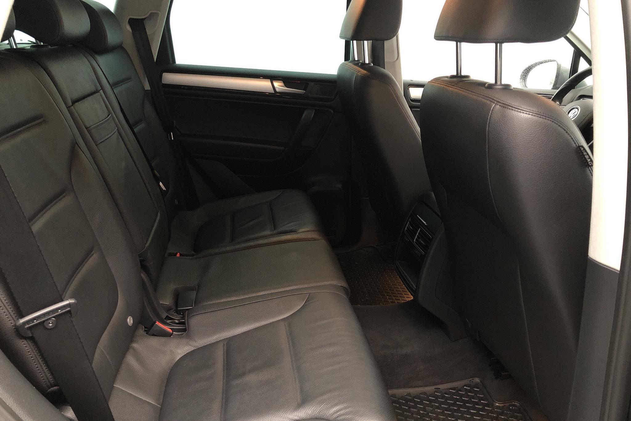 VW Touareg V6 TDI BlueMotion Technology (204hk) - 11 228 mil - Automat - Light Grey - 2014
