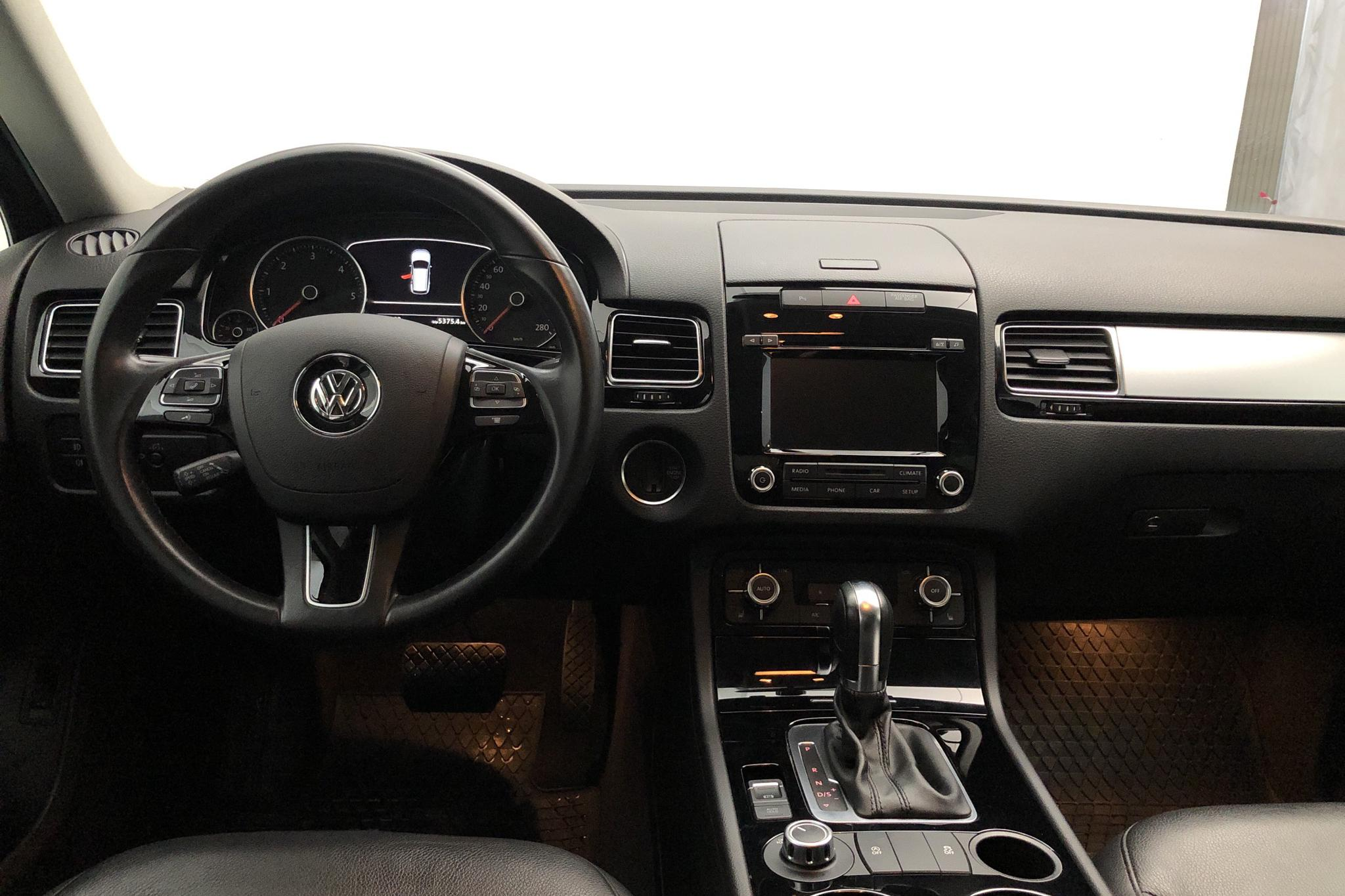 VW Touareg V6 TDI BlueMotion Technology (204hk) - 112 280 km - Automatic - Light Grey - 2014