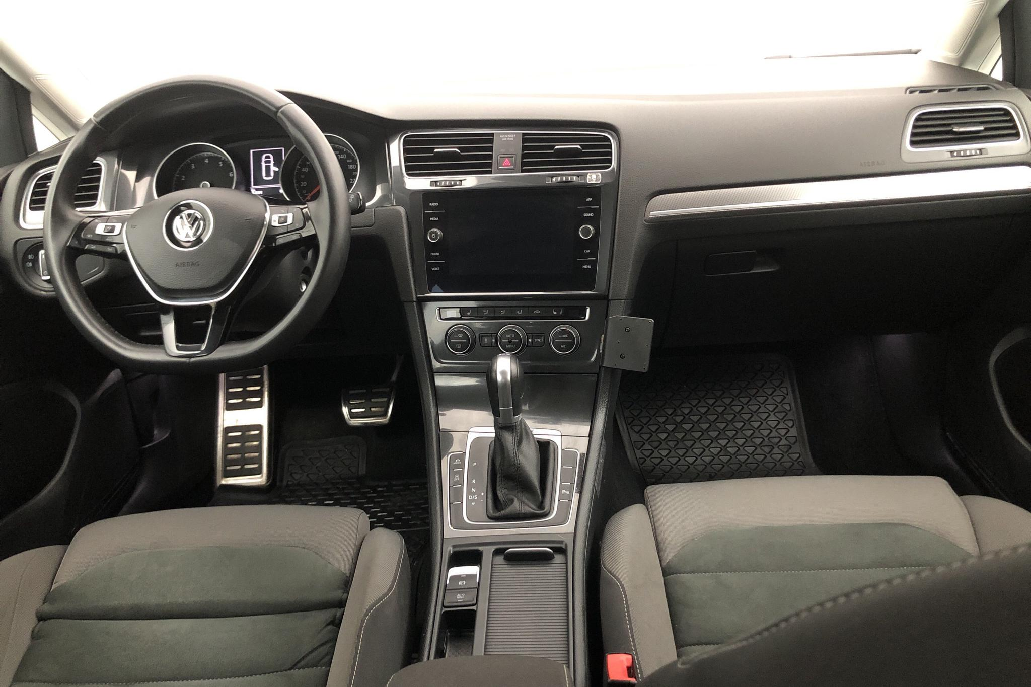 VW Golf Alltrack 1.8 TSI Sportscombi 4Motion (180hk) - 32 880 km - Automatic - white - 2018