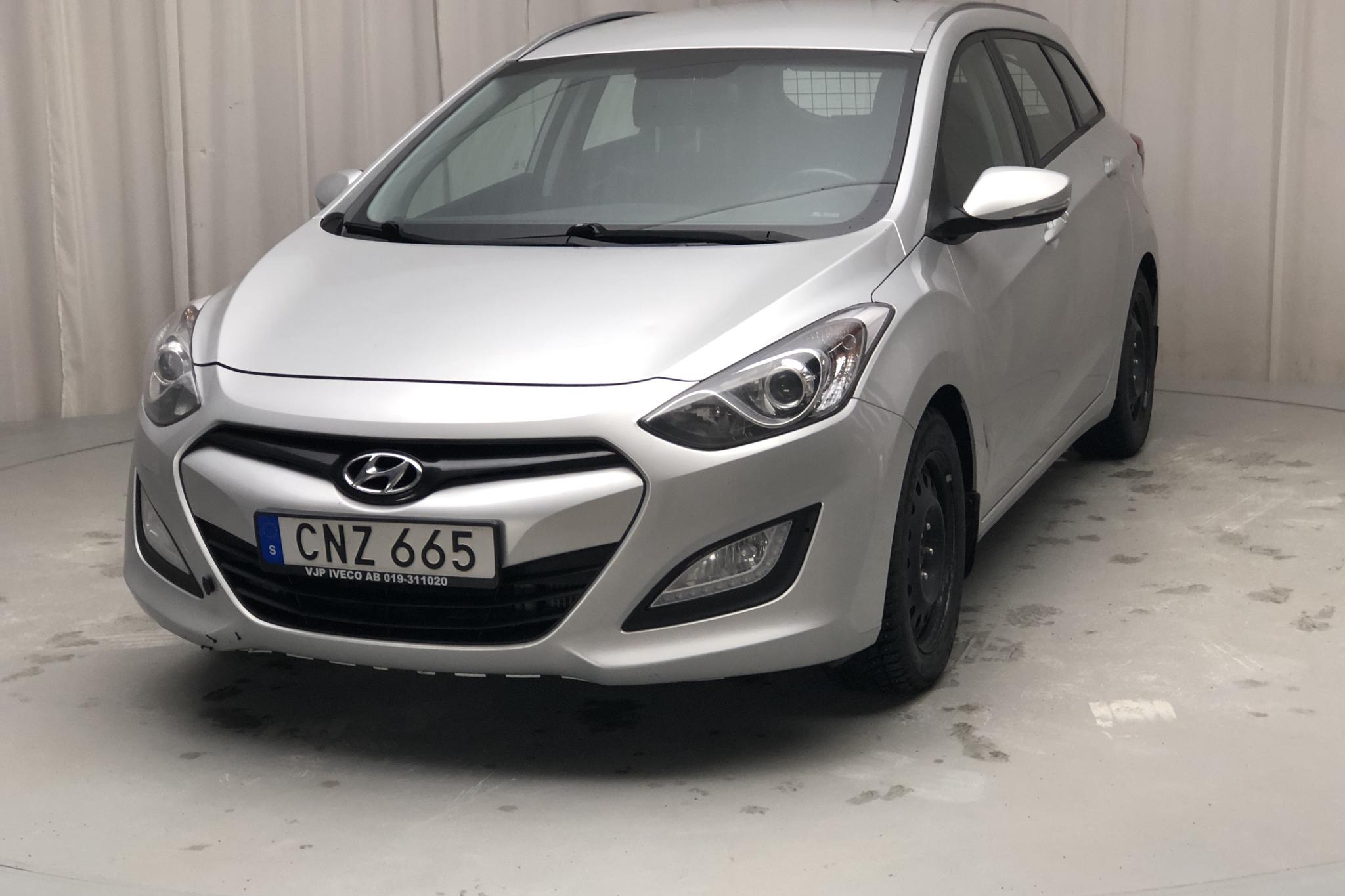 Hyundai i30 1.6 CRDi Kombi (110hk) - 11 106 mil - Manuell - silver - 2014