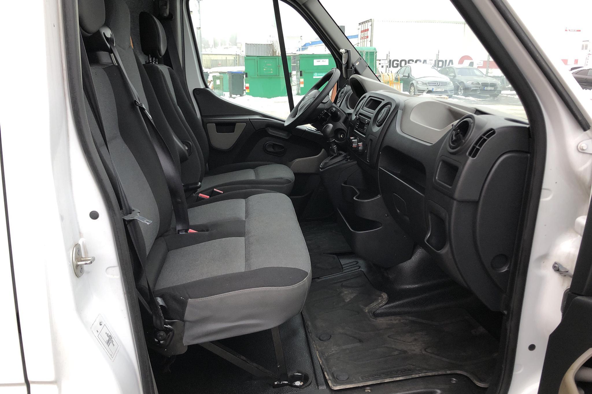 Renault Master 2.3 dCi FAP 2WD (125hk) - 2 263 mil - Manuell - vit - 2015