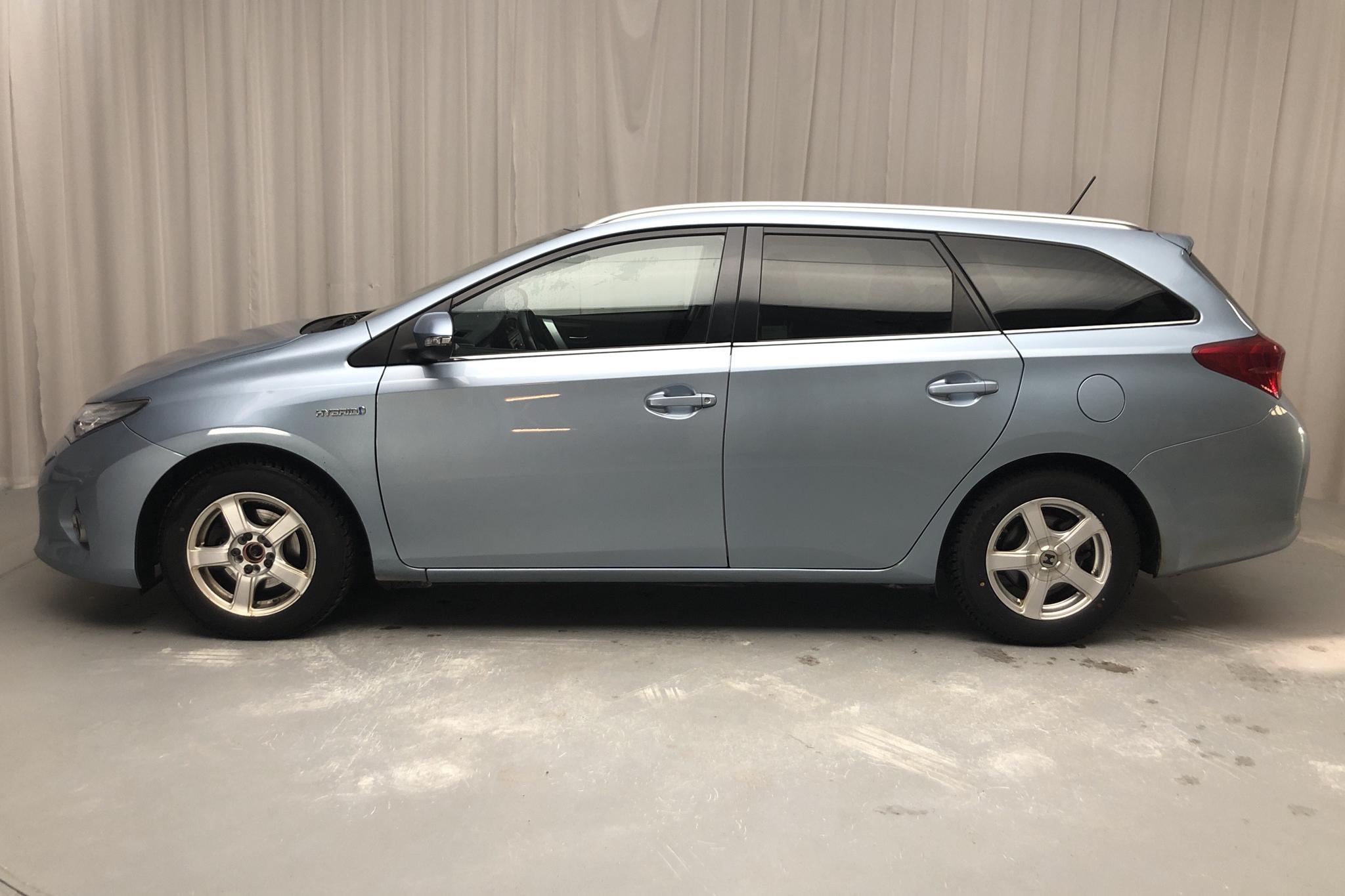 Toyota Auris 1.8 HSD Touring Sports (99hk) - 22 482 mil - Automat - Light Blue - 2015