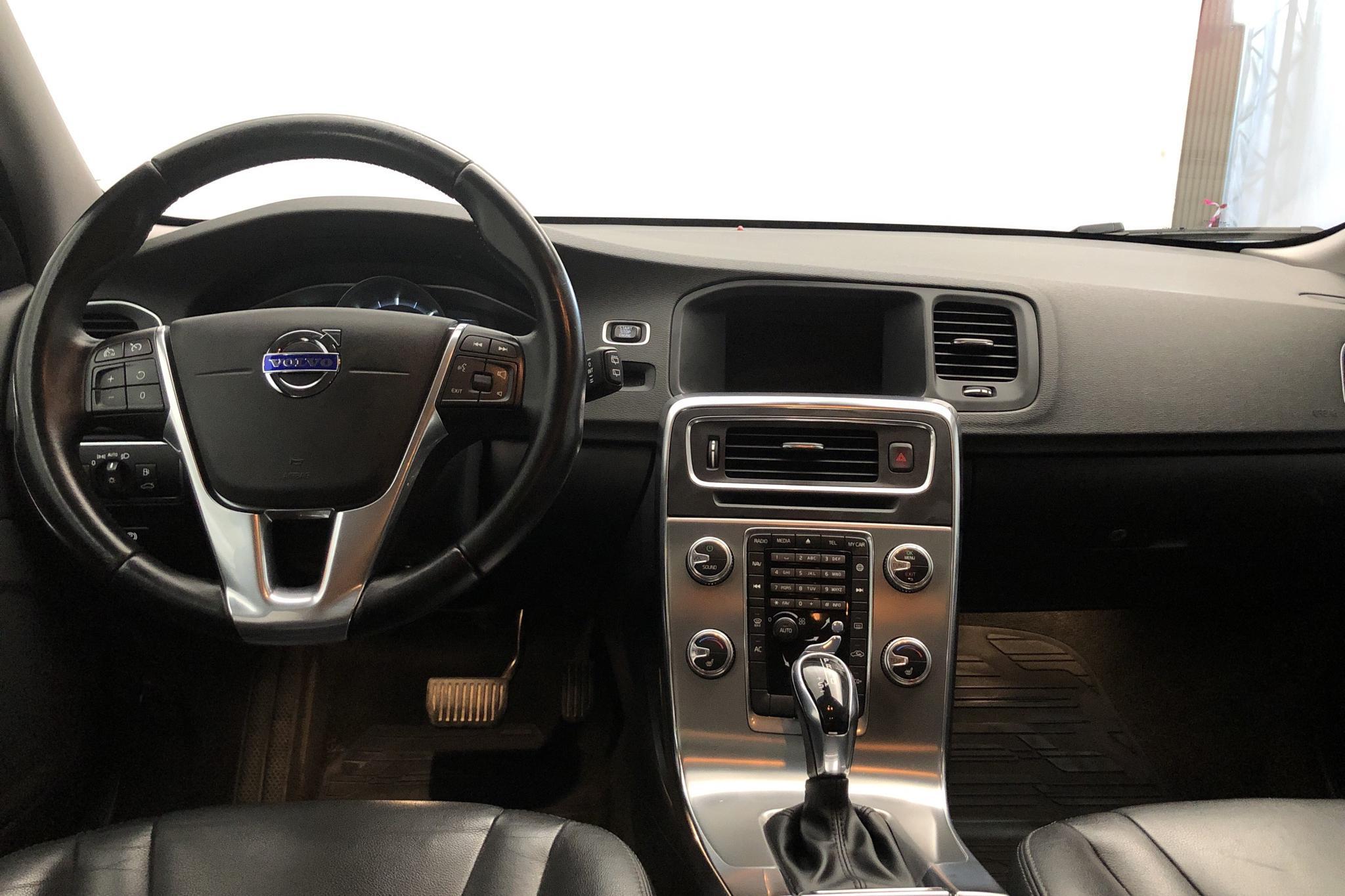 Volvo V60 D4 (190hk) - 24 050 mil - Automat - svart - 2016