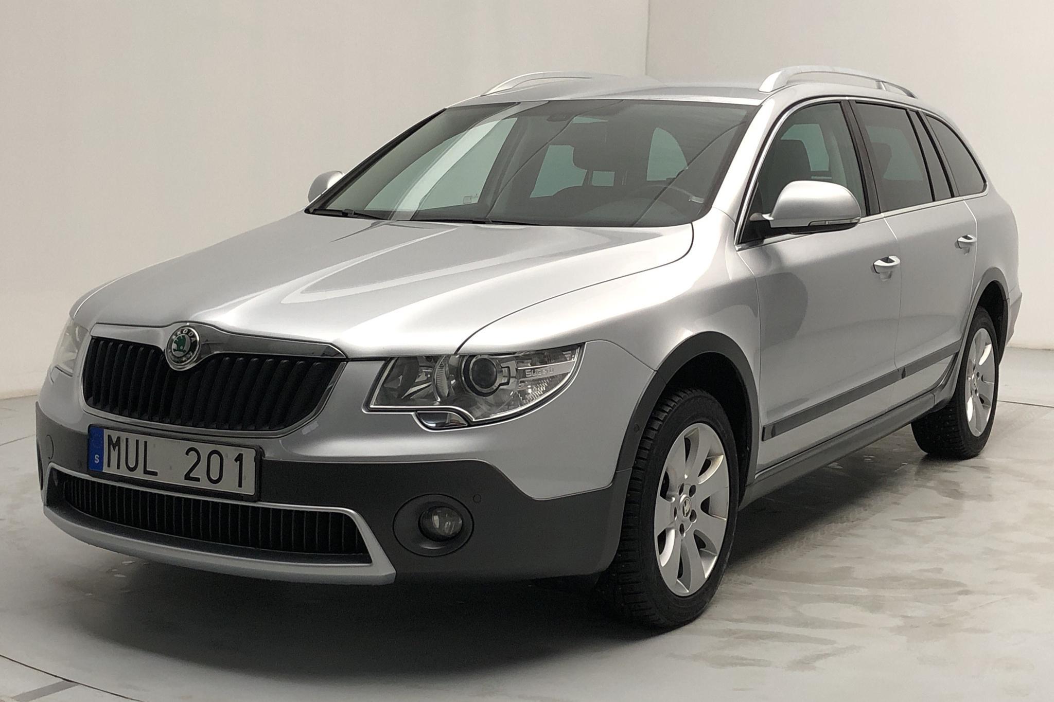 Skoda Superb 2.0 TDI Kombi 4X4 (140hk) - 127 990 km - Automatic - silver - 2013