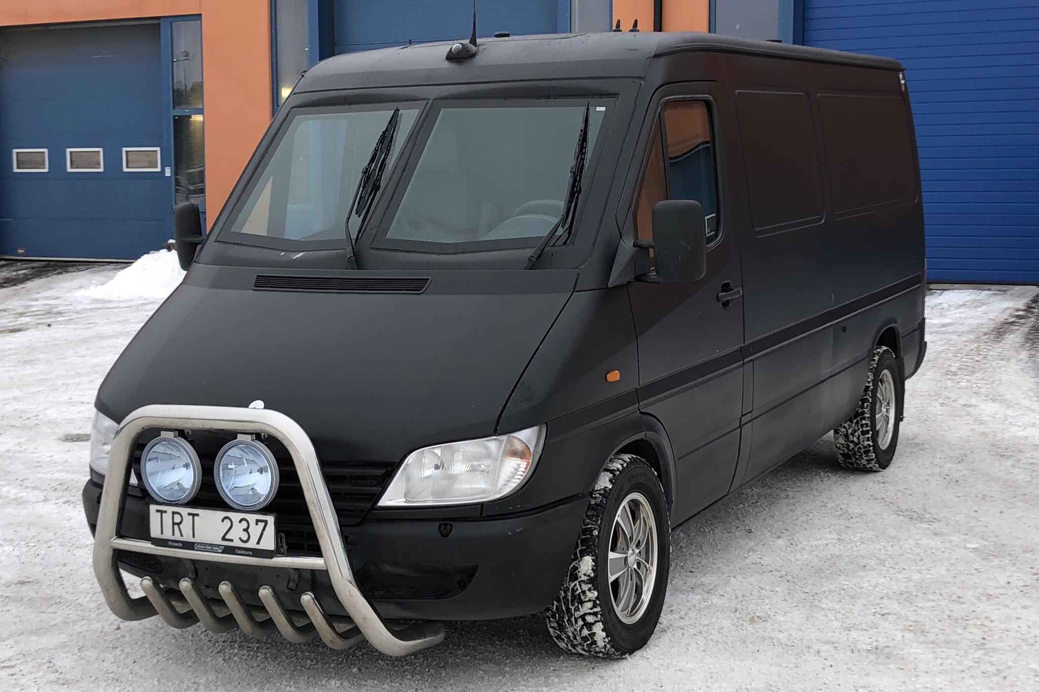 Mercedes Sprinter 313 CDI (129hk) - 27 609 mil - Automat - svart - 2002