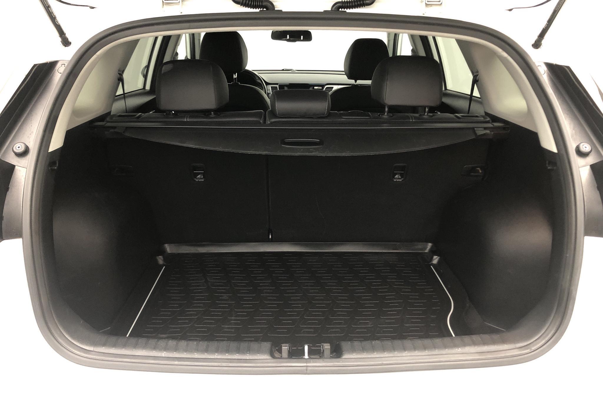 KIA Niro Hybrid 1.6 (141hk) - 8 401 mil - Automat - vit - 2018