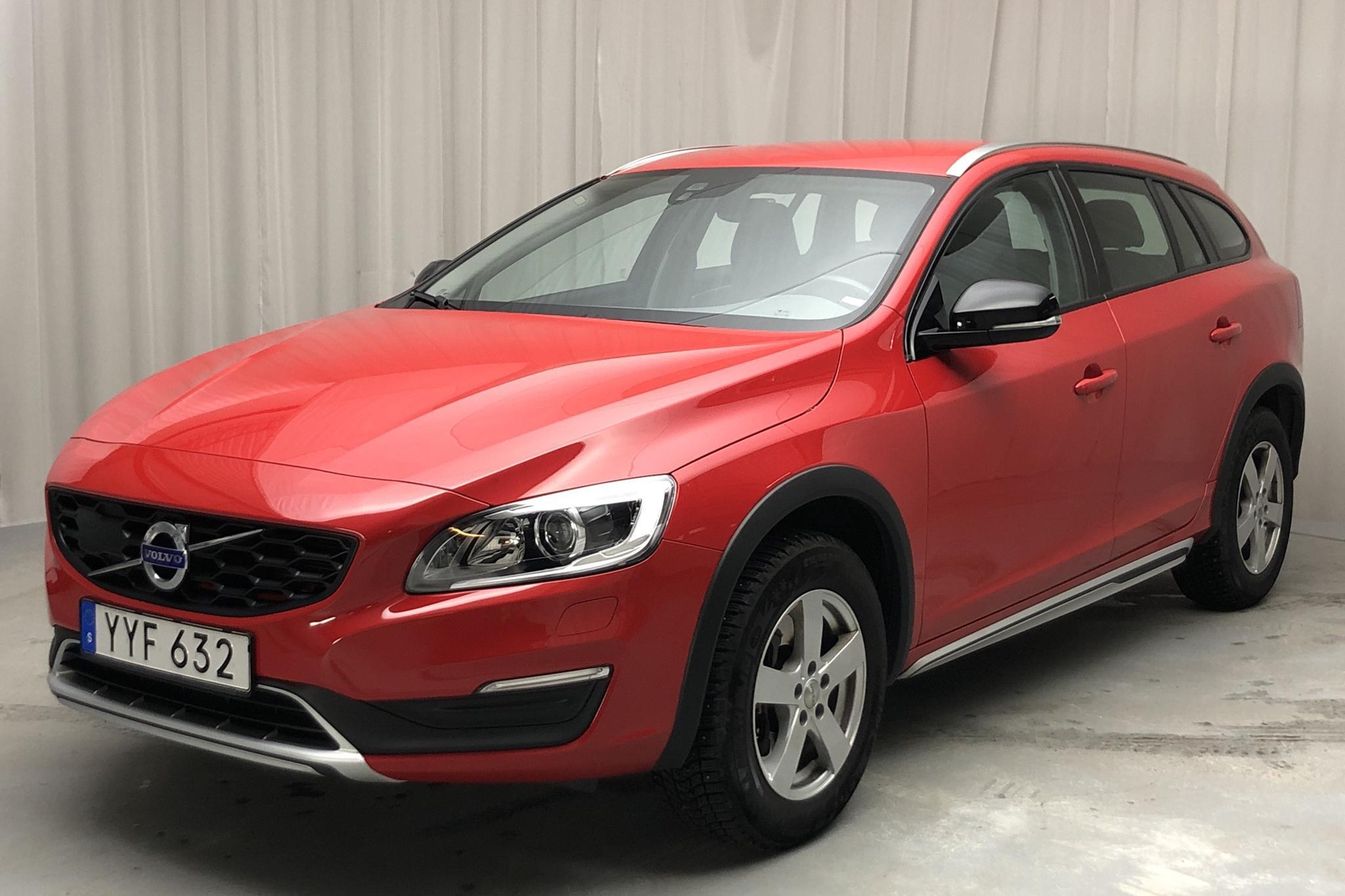 Volvo V60 D4 Cross Country (190hk) - 5 819 mil - Manuell - röd - 2018