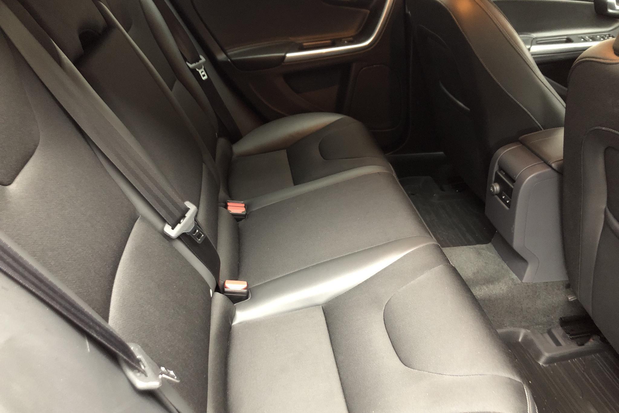 Volvo V60 D4 Cross Country (190hk) - 58 190 km - Manual - red - 2018