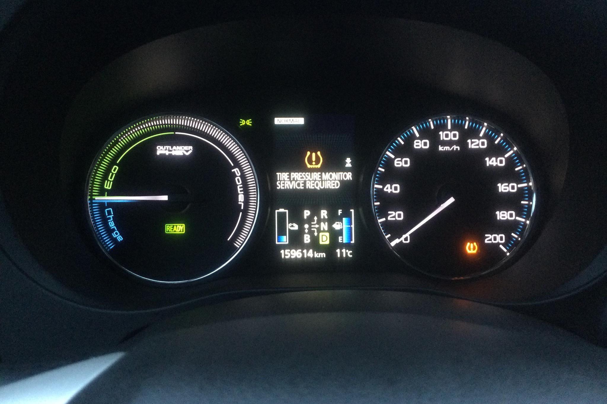 Mitsubishi Outlander 2.0 Plug-in Hybrid 4WD (121hk) - 159 610 km - Automatic - Dark Red - 2015