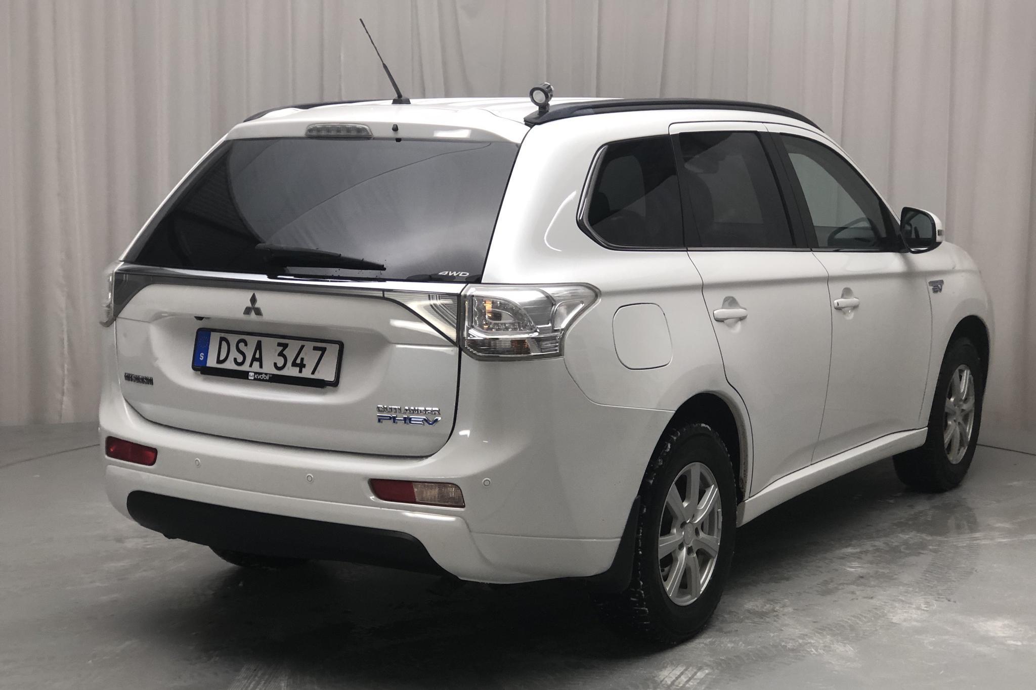Mitsubishi Outlander 2.0 Plug-in Hybrid 4WD (121hk) - 16 295 mil - Automat - vit - 2014