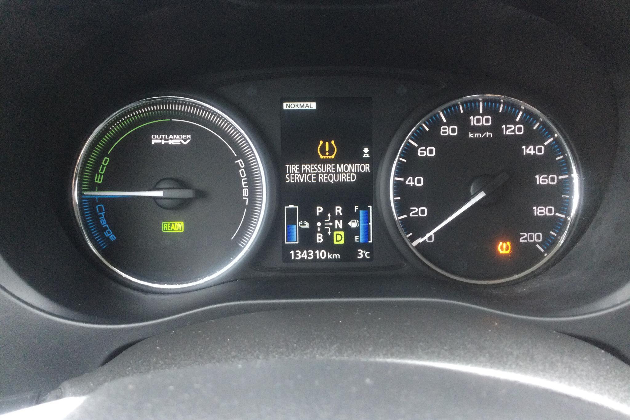 Mitsubishi Outlander 2.0 Plug-in Hybrid 4WD (121hk) - 13 431 mil - Automat - Dark Grey - 2015