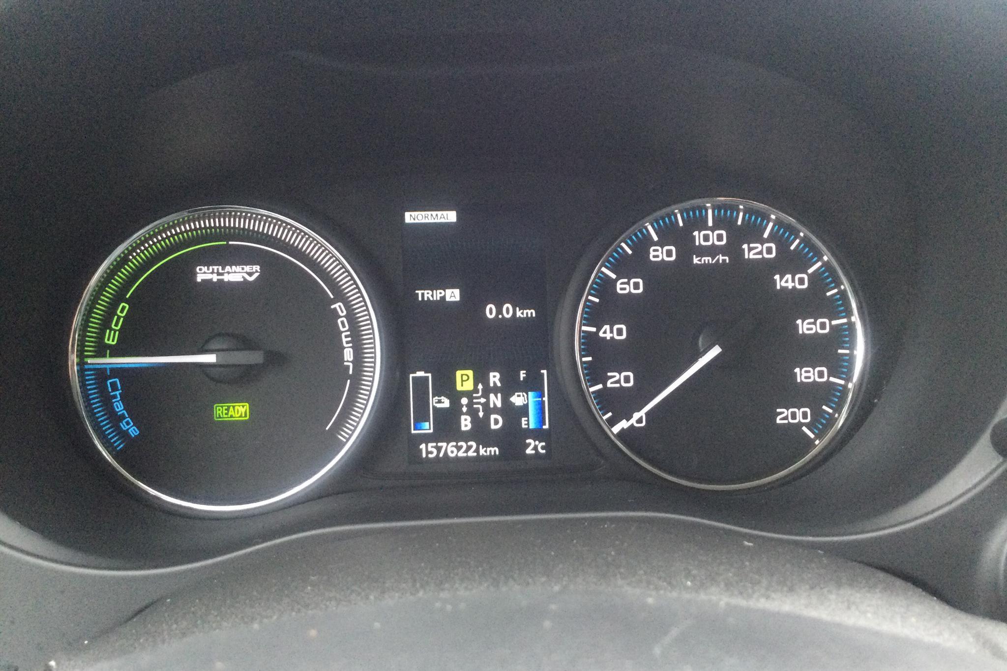 Mitsubishi Outlander 2.0 Plug-in Hybrid 4WD (121hk) - 15 762 mil - Automat - vit - 2015