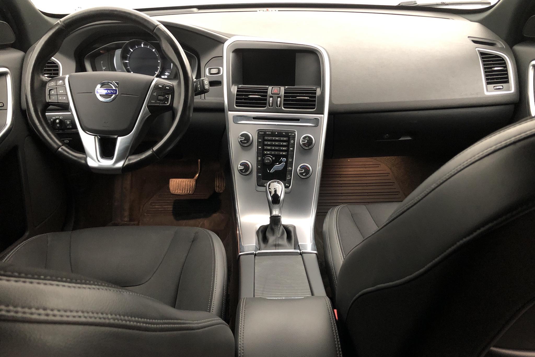 Volvo XC60 D4 AWD (190hk) - 11 359 mil - Automat - silver - 2017