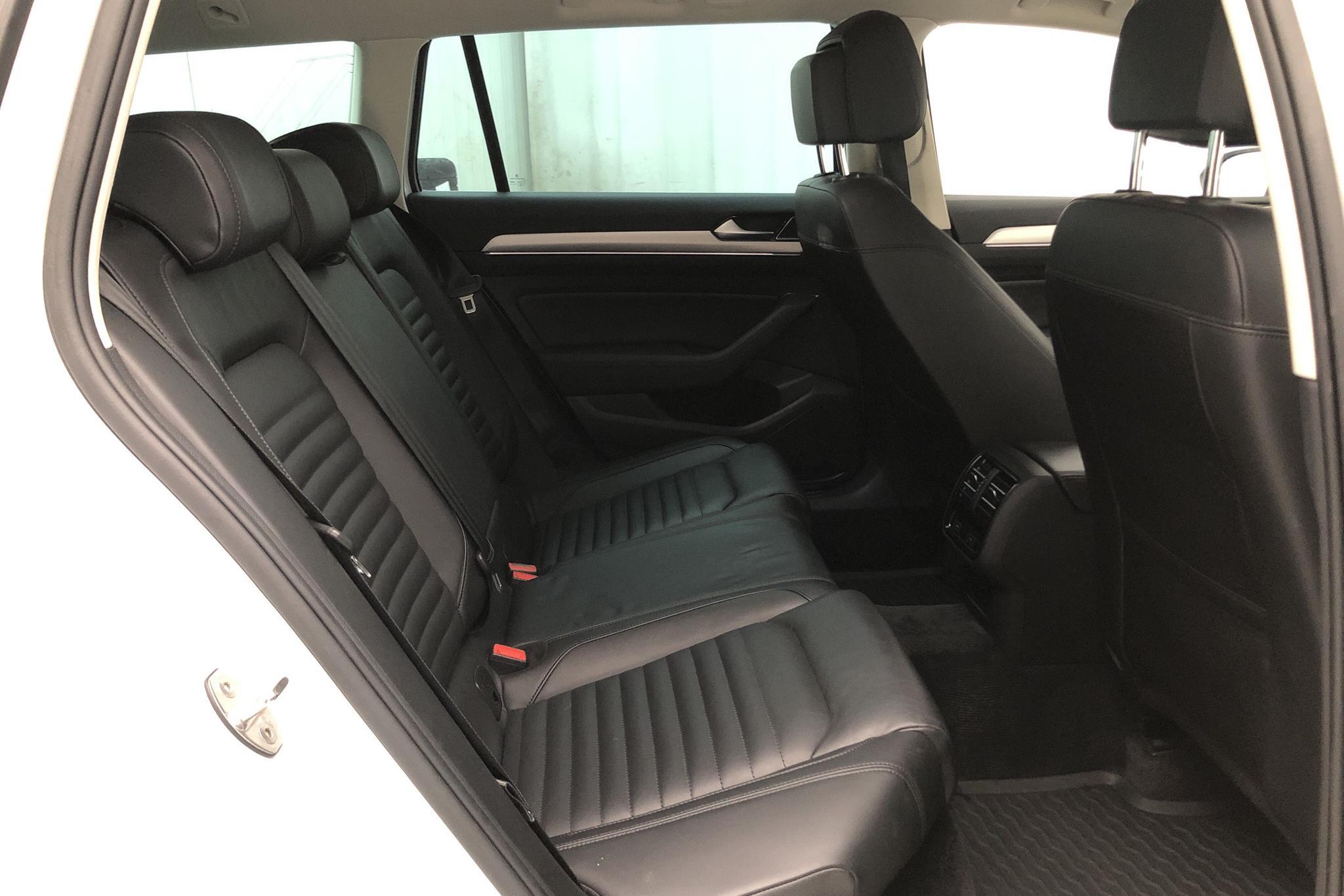 VW Passat Alltrack 2.0 TDI Sportscombi 4MOTION (190hk) - 140 230 km - Automatic - white - 2017